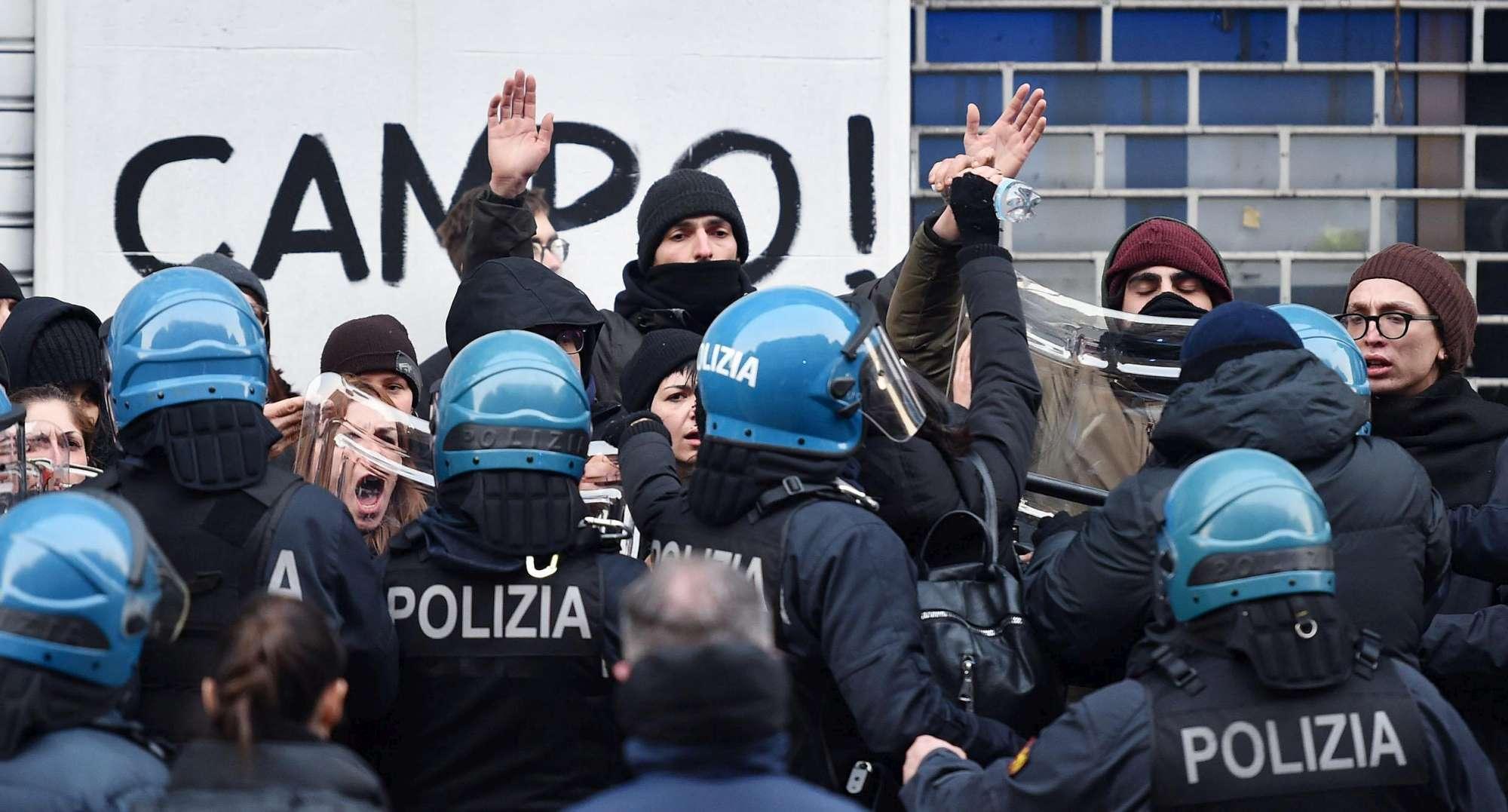 Centri sociali, sgomberato l asilo occupato a Torino