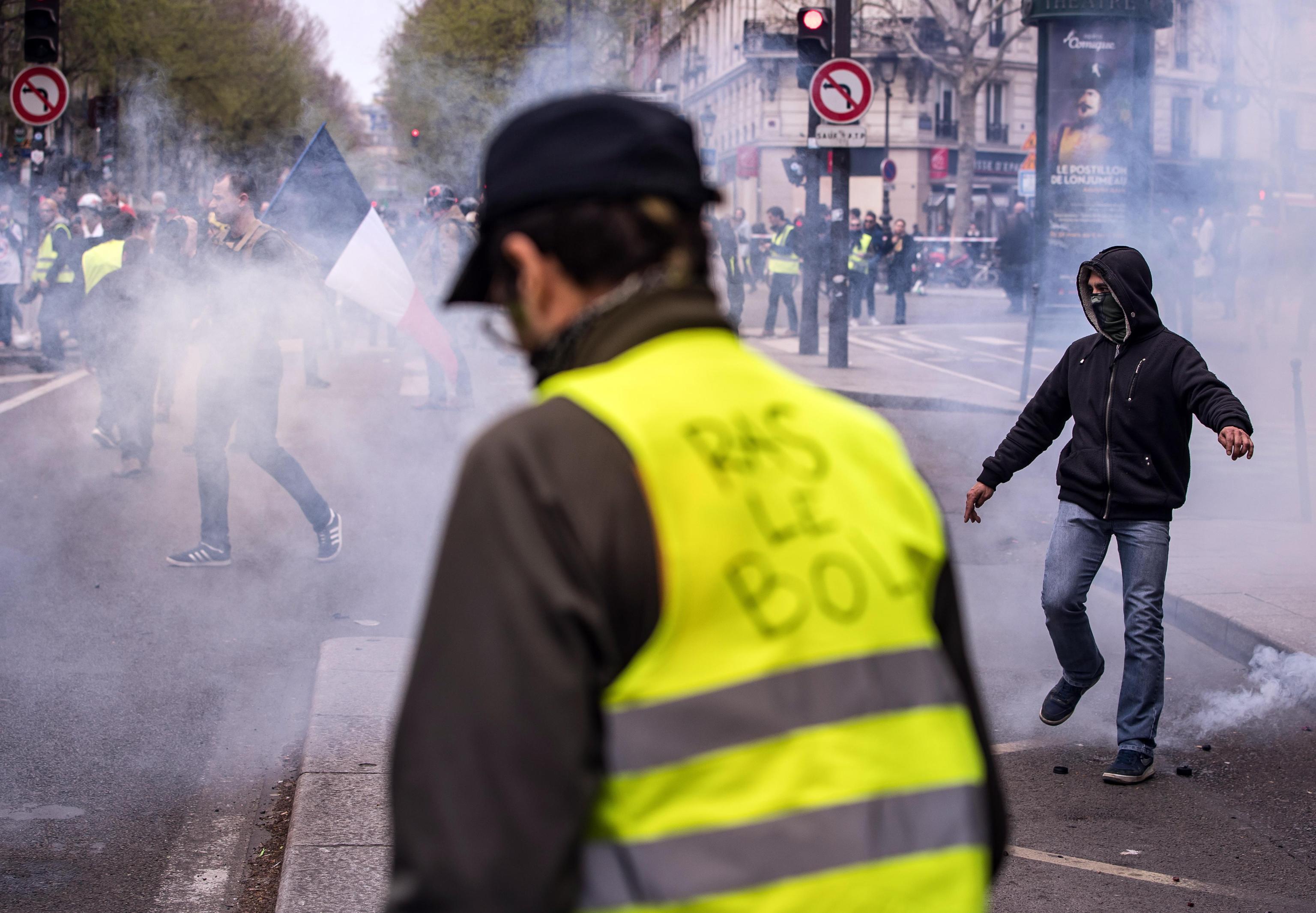 Gilet gialli, scontri al termine della manifestazione