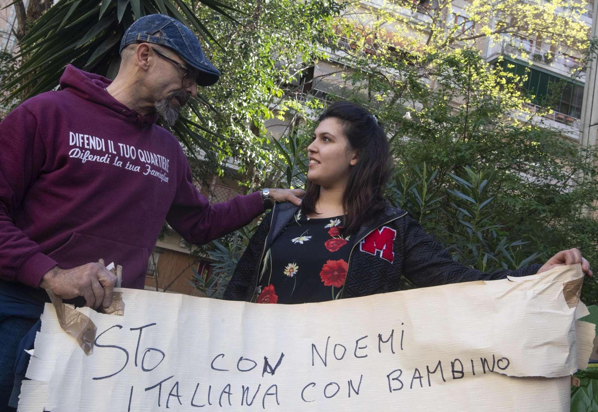 Casal Bruciato, ragazza con neonato in tenda:  Voglio una casa