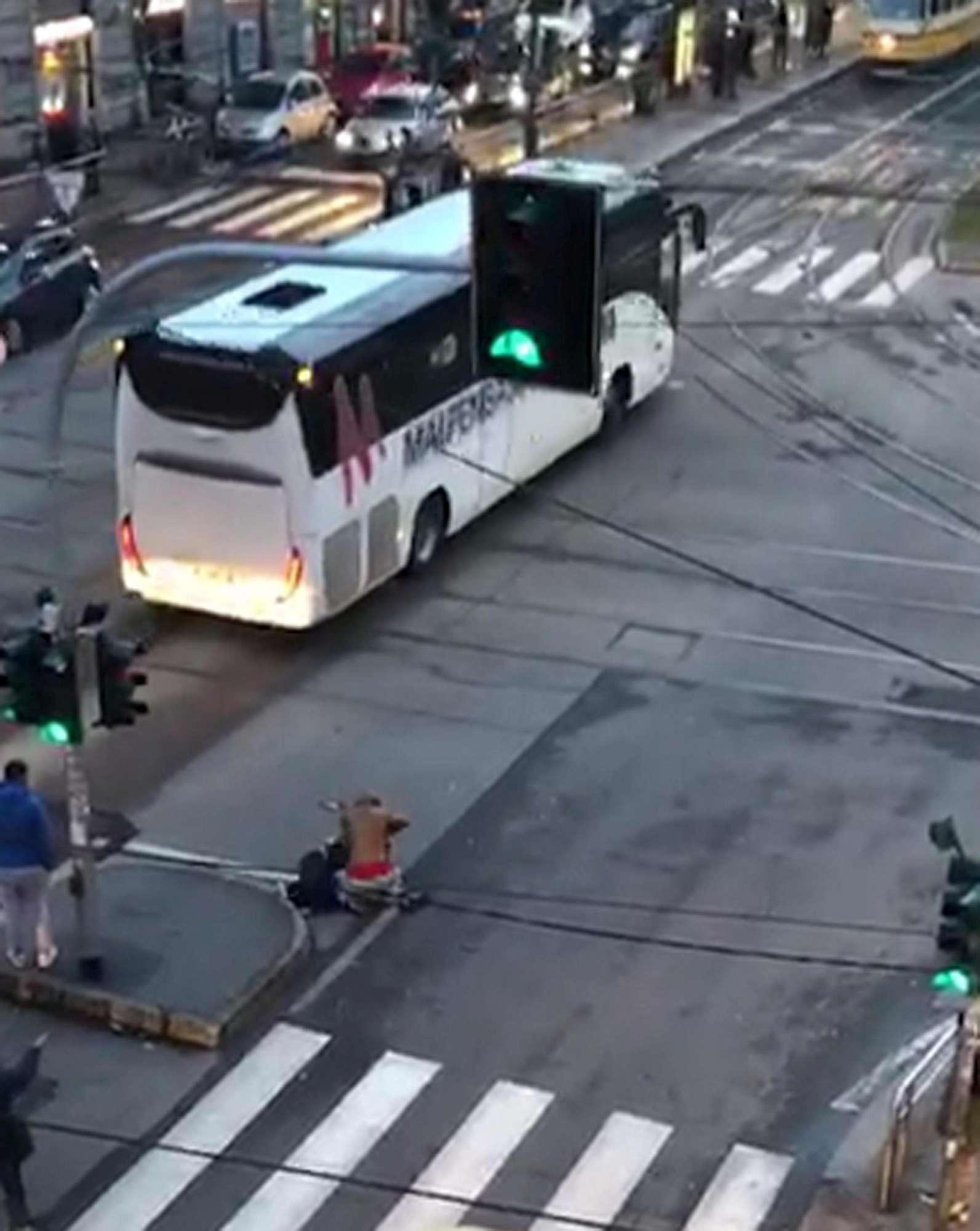 Milano, accoltellamento ripreso dai passanti