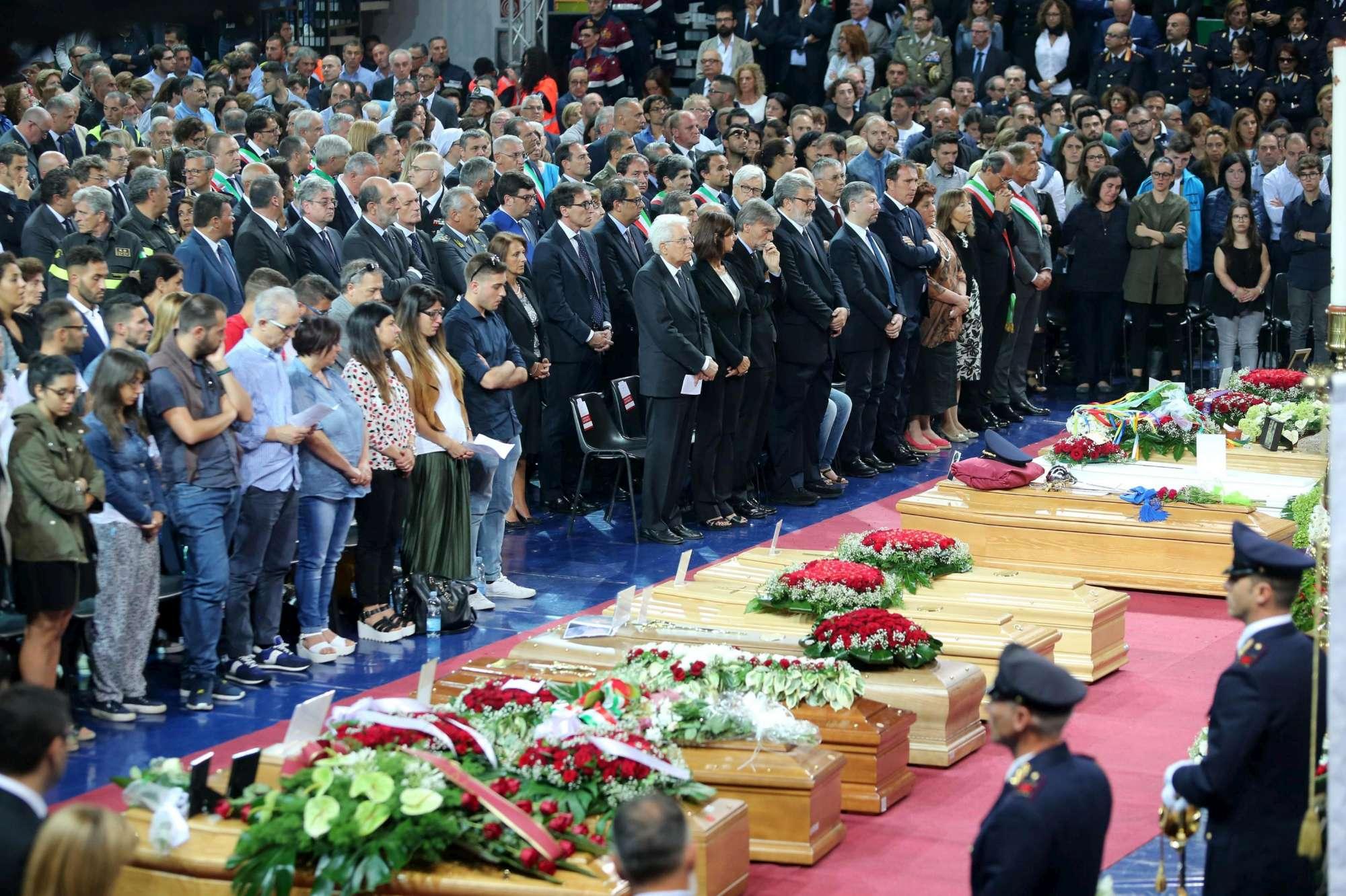 Scontro treni, è il giorno dell ultimo addio alle vittime: funerali ad Andria
