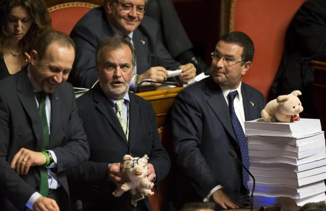 L'Italicum passa al Senato nonostante le contestazioni delle opposizioni in Aula