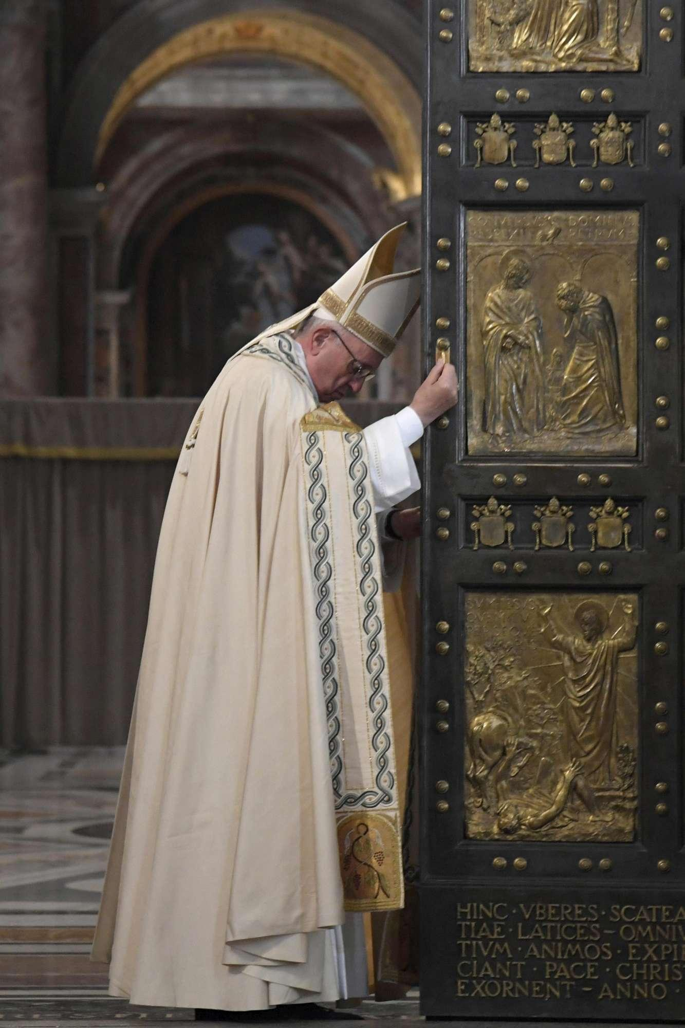 Giubileo della Misericordia, la chiusura della porta Santa
