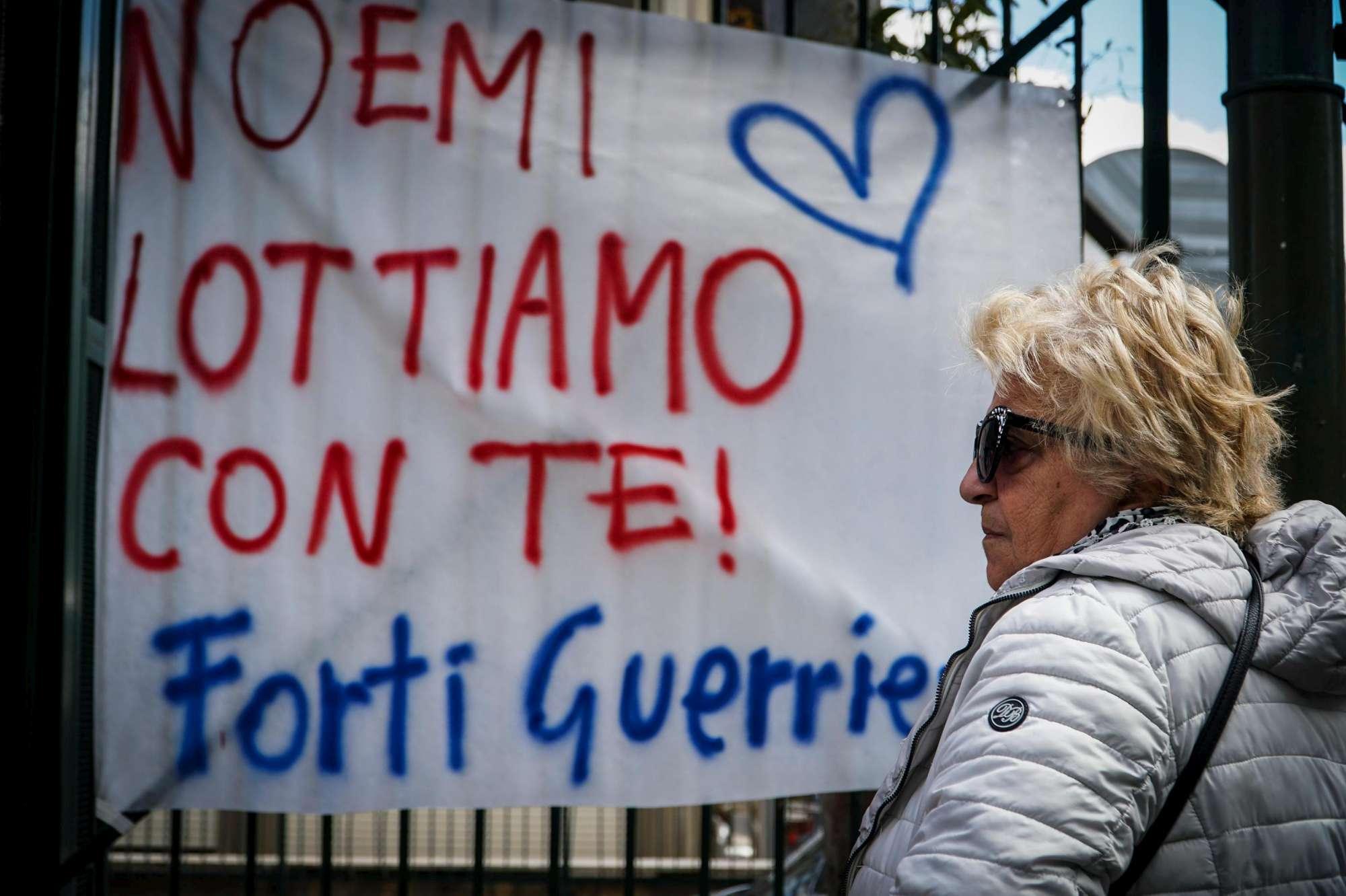 Napoli, la piccola Noemi torna a casa: messaggi di affetto fuori dall ospedale