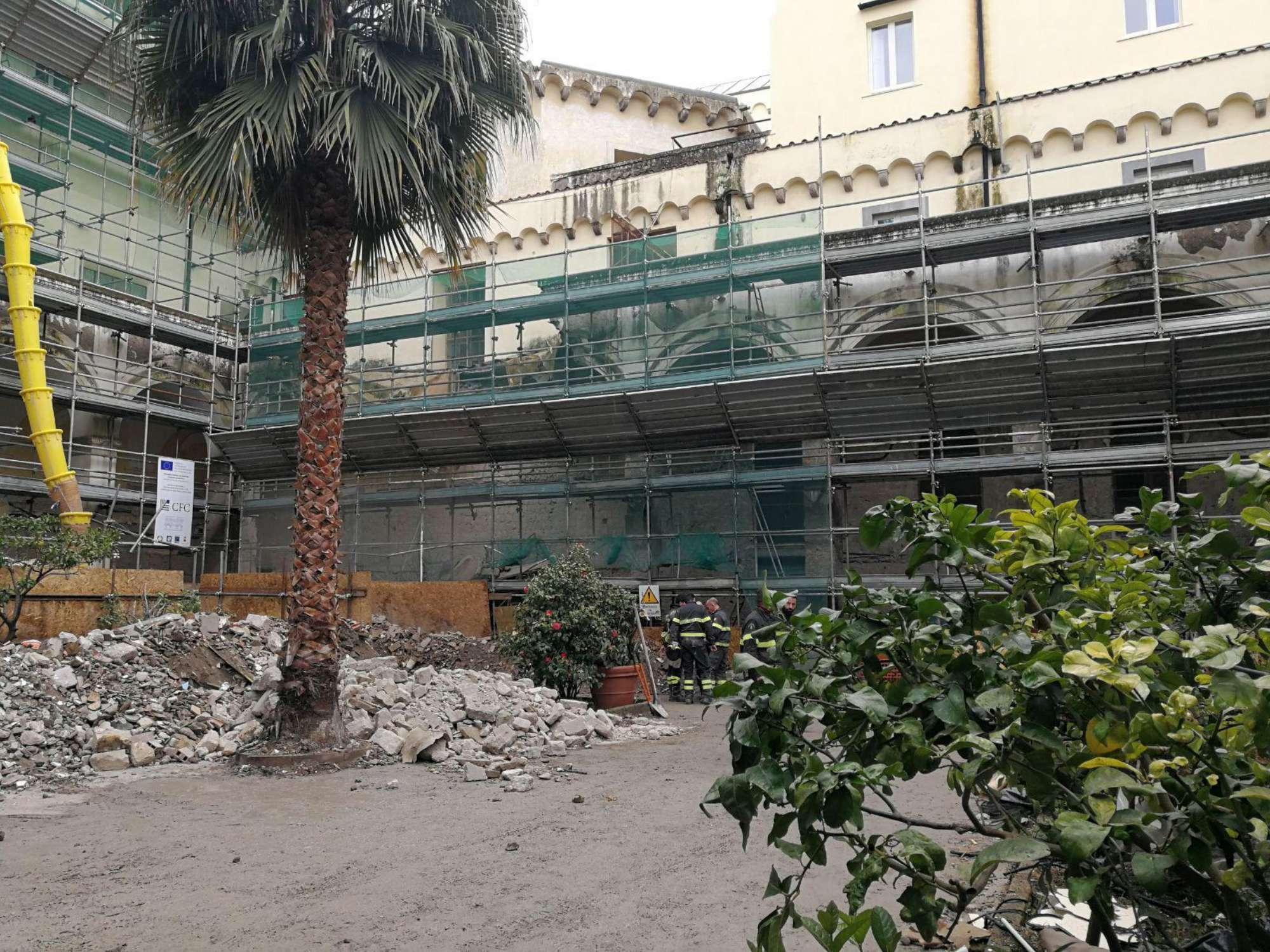 Napoli, crollo ex monastero: pioggia o degrado la causa