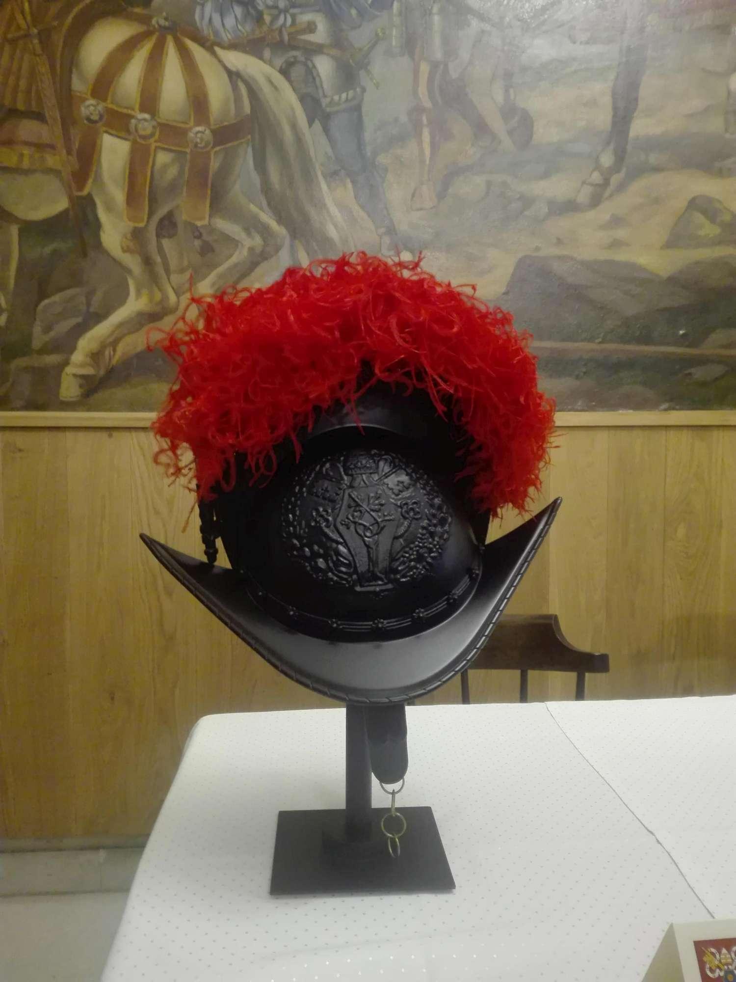 Nuovo casco per le Guardie Svizzere del Papa: in pvc e low cost
