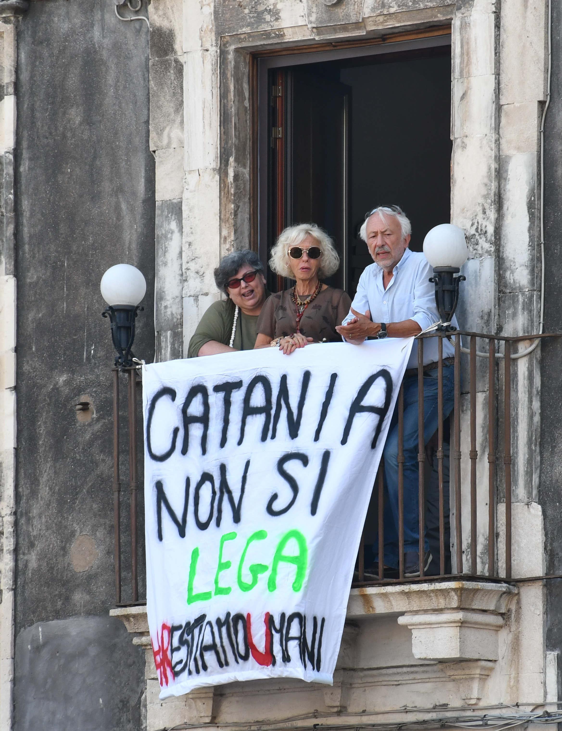 Catania, Salvini contestato:  Buffone, vergogna, traditore