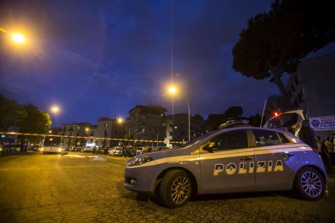 Auto non si ferma all'alt e travolge passanti Roma, un morto e tre feriti gravissimi