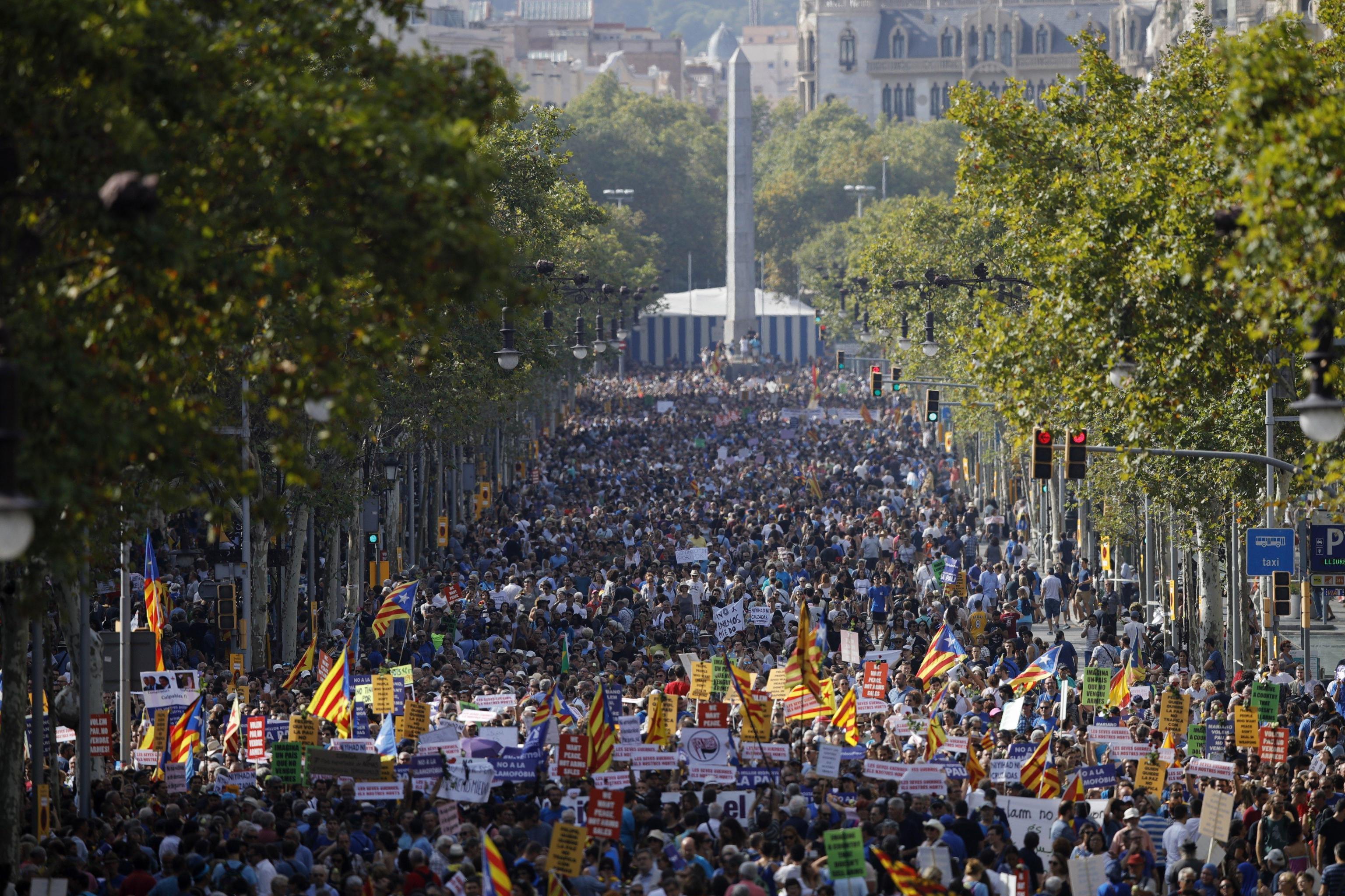 Barcellona in corteo contro il terrorismo:  Non abbiamo paura