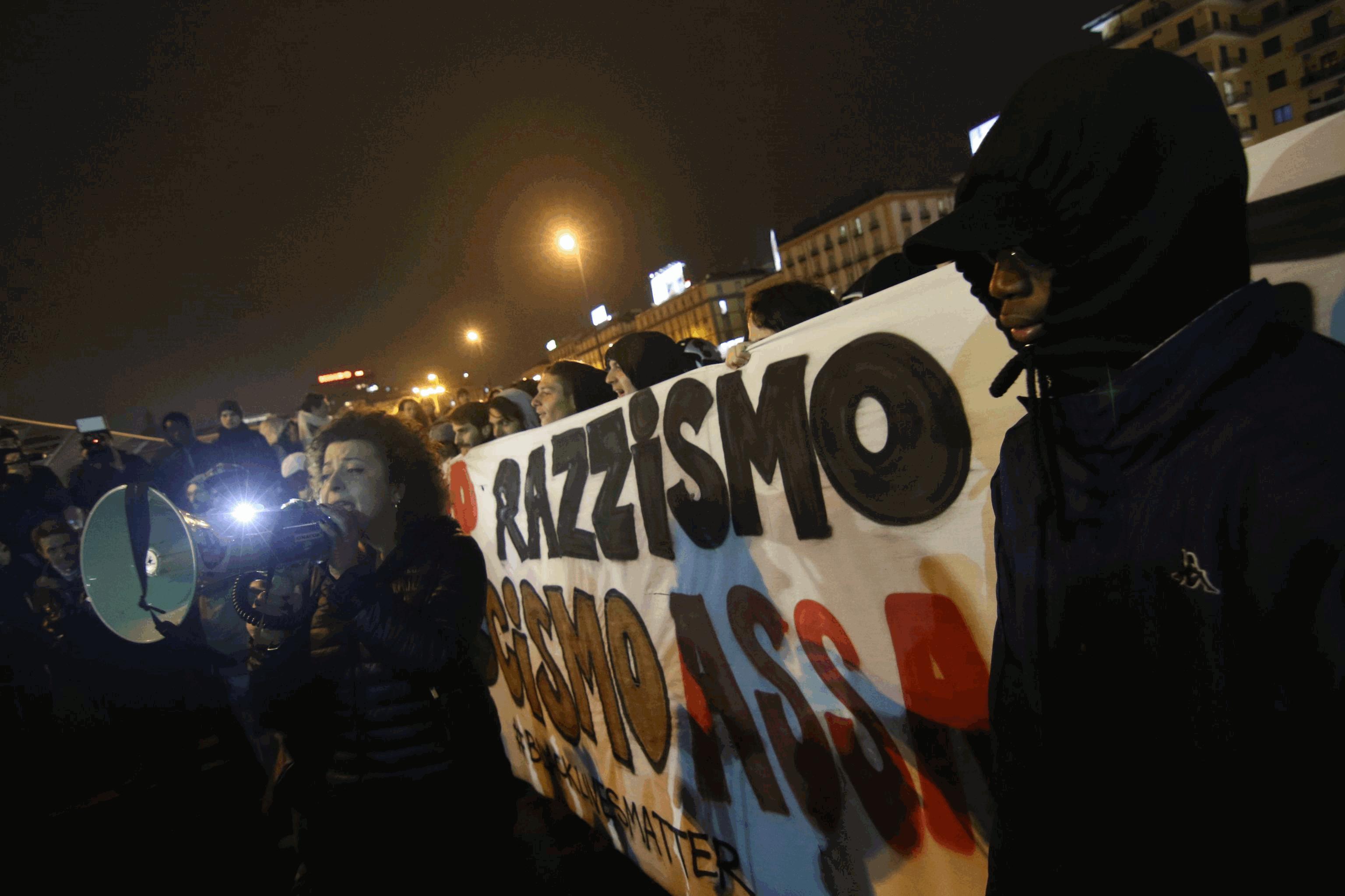 Napoli, corteo degli antagonisti contro Casapound