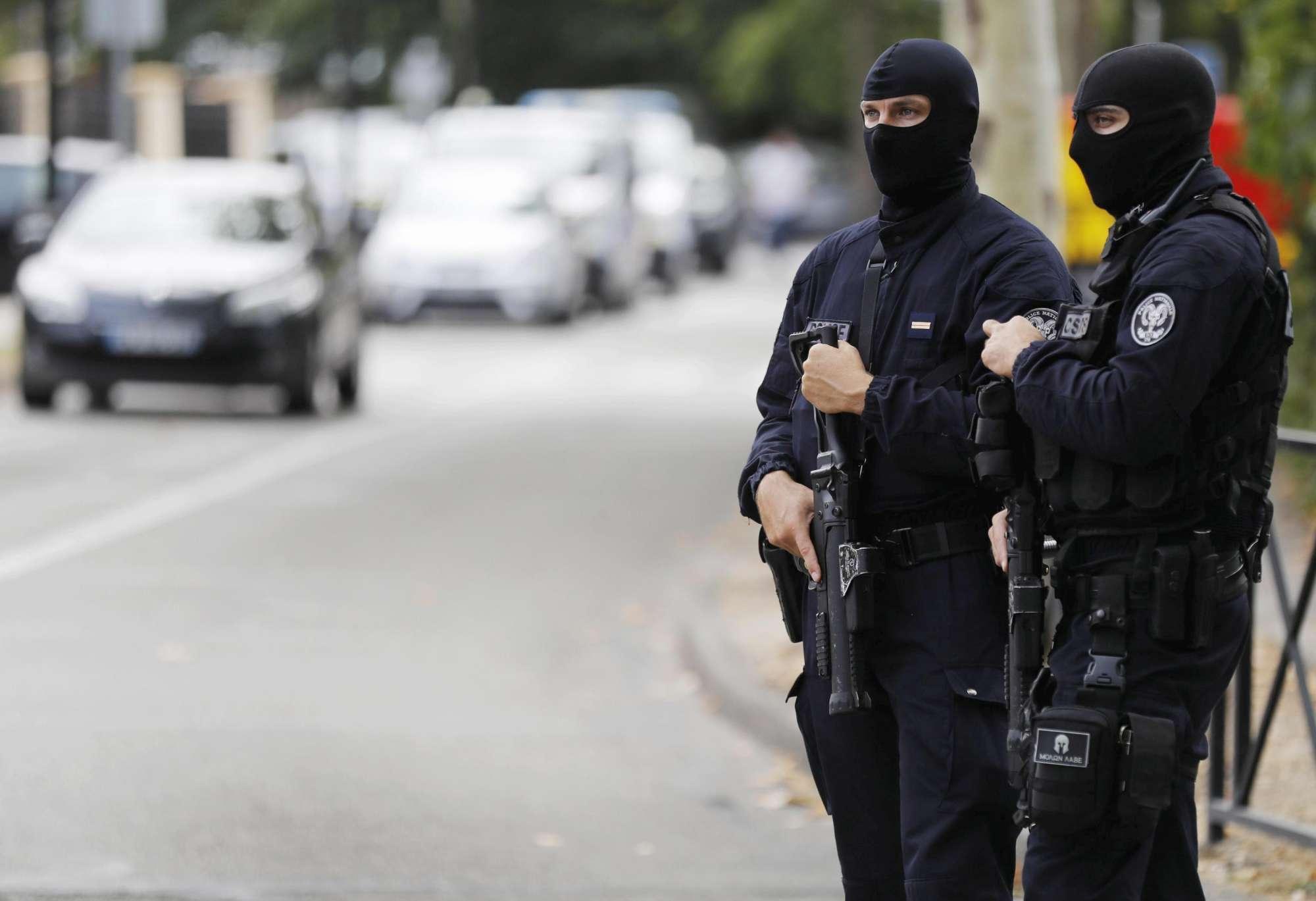 Francia: accoltella madre e sorella, ma l Isis rivendica