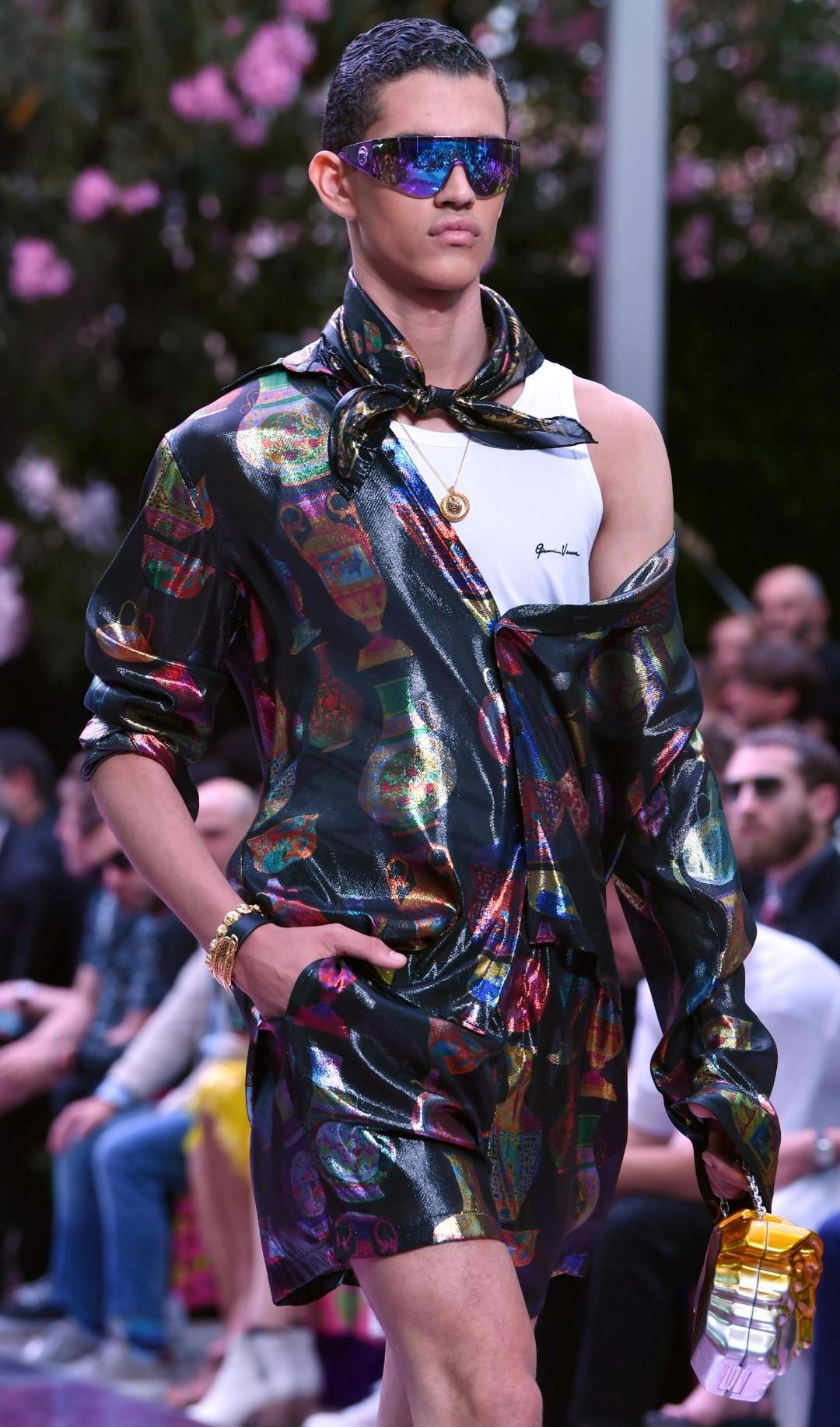 Versace primavera-estate 2020, quando l'uomo diventa adulto (o quasi)