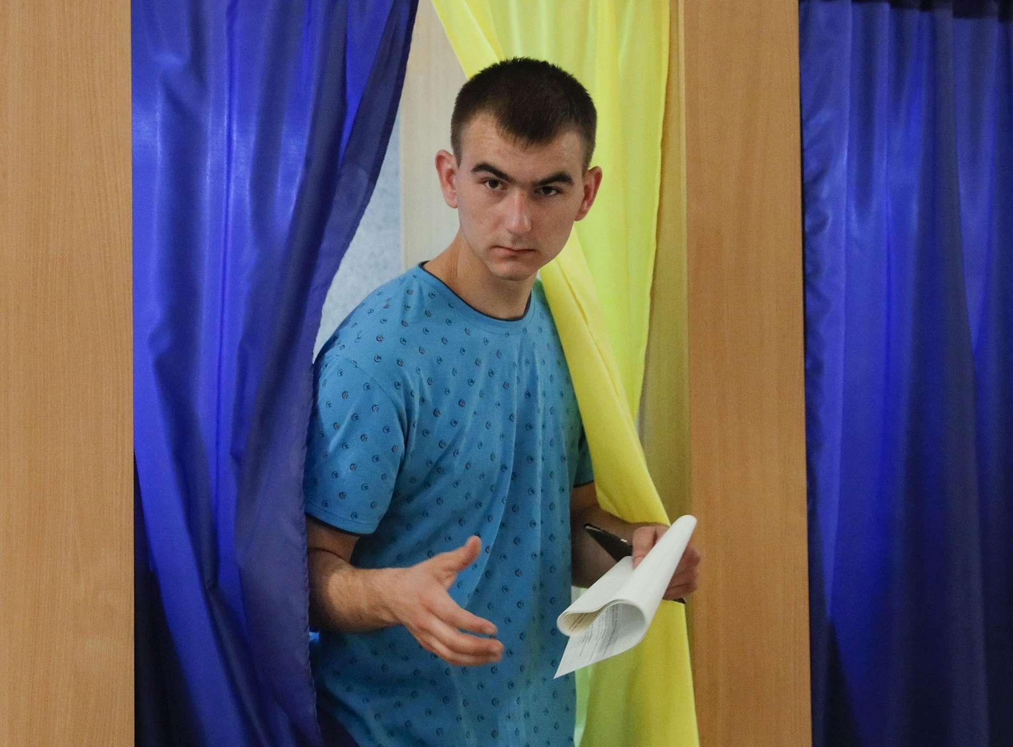 Ucraina al voto politico, favorito il partito del nuovo presidente Zelensky