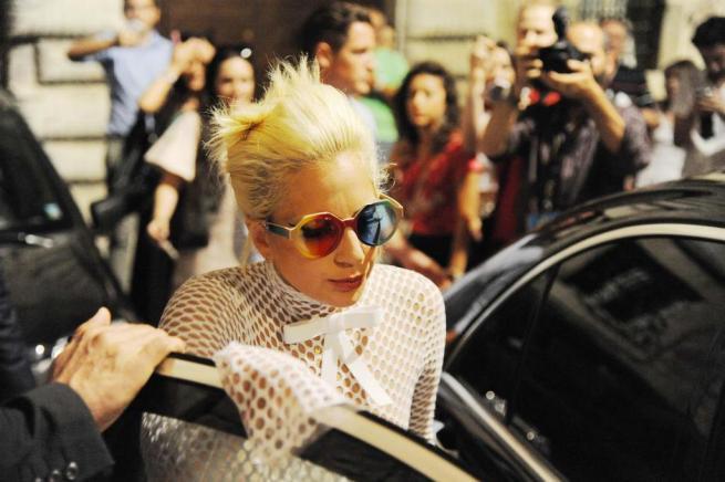 Lady Gaga, prima del jazz c'è ancora l'attitudine da popstar provocatoria