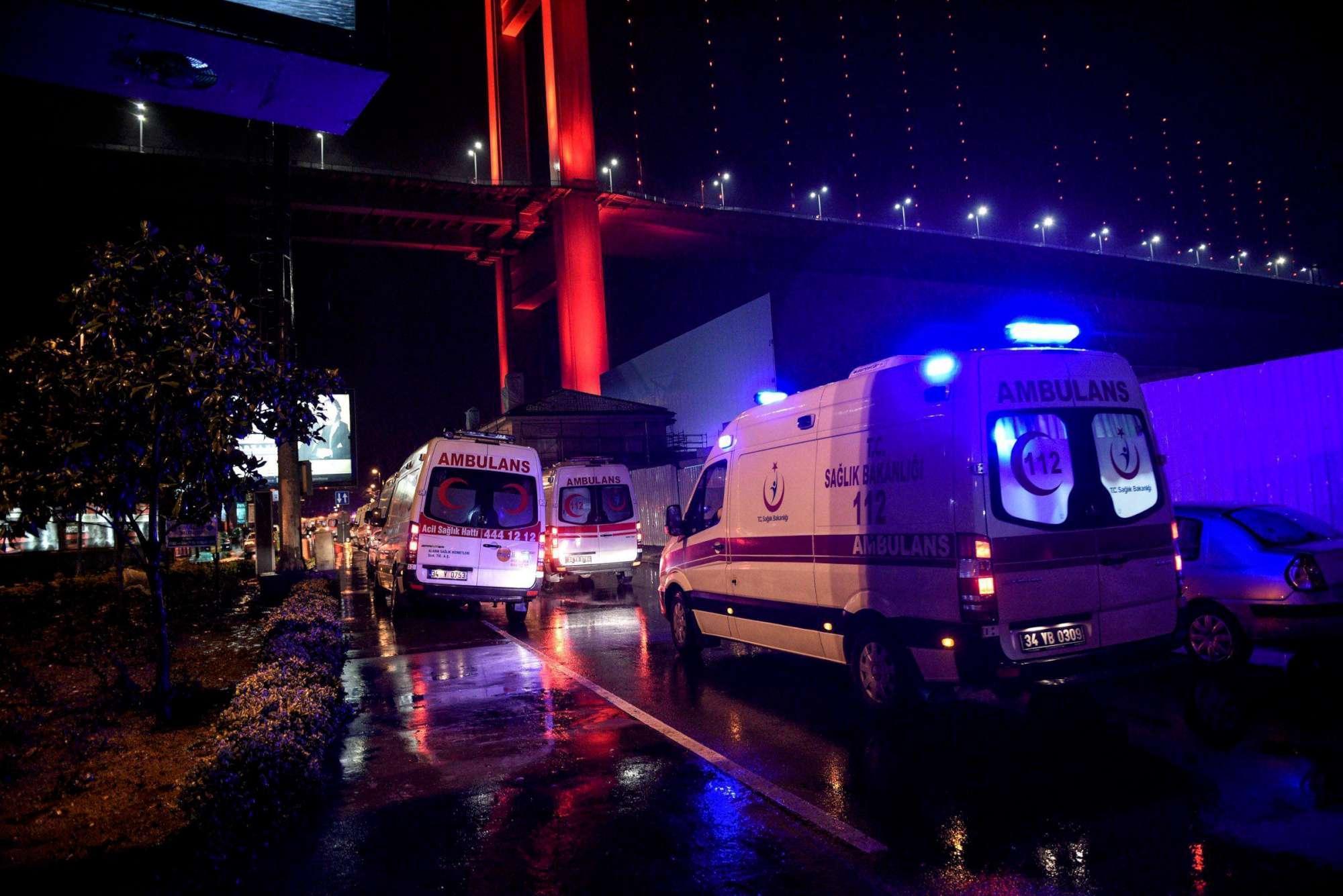 La polizia cordona la zona dell attacco a Istanbul