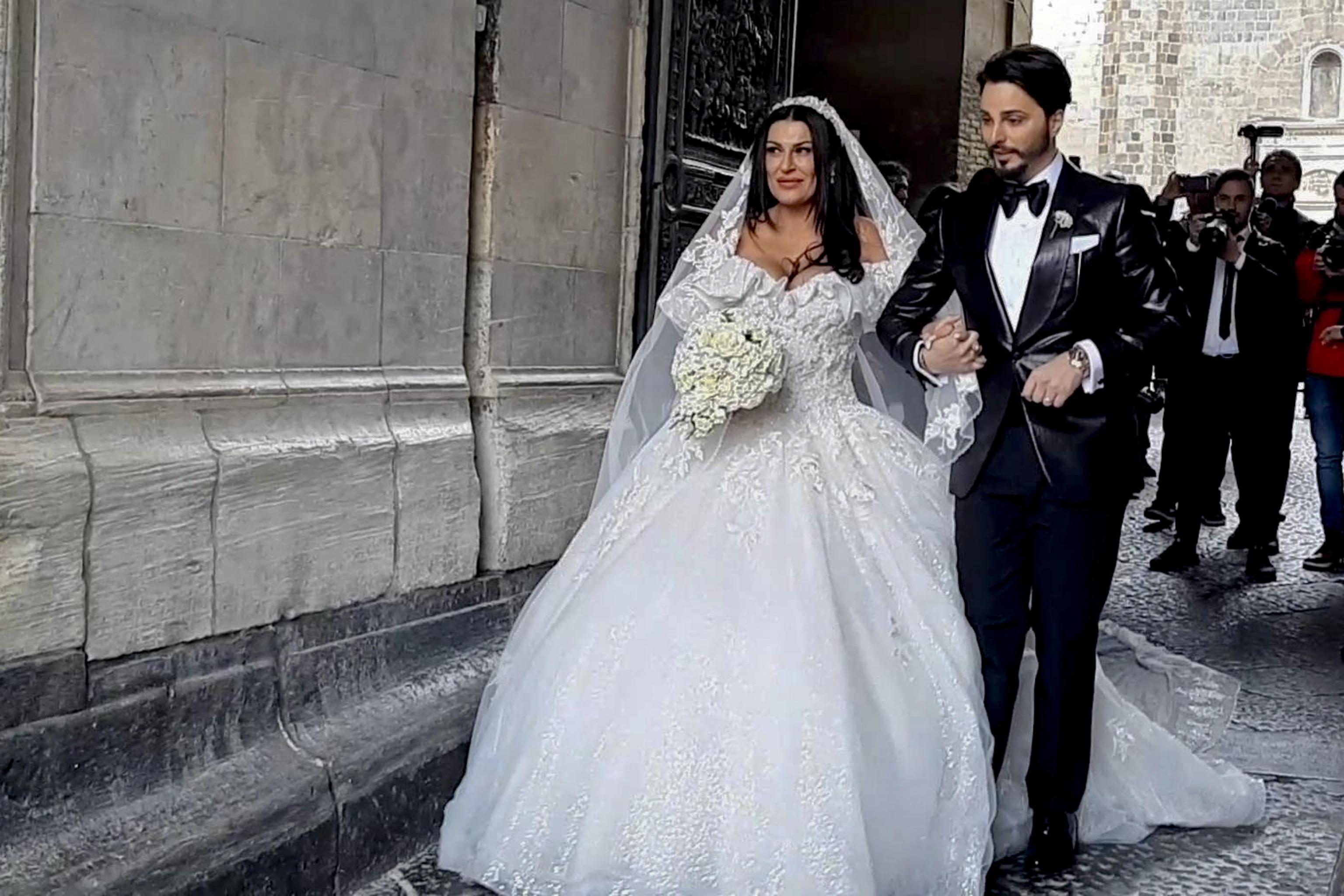 Le nozze trash della vedova del boss mandano in tilt Napoli