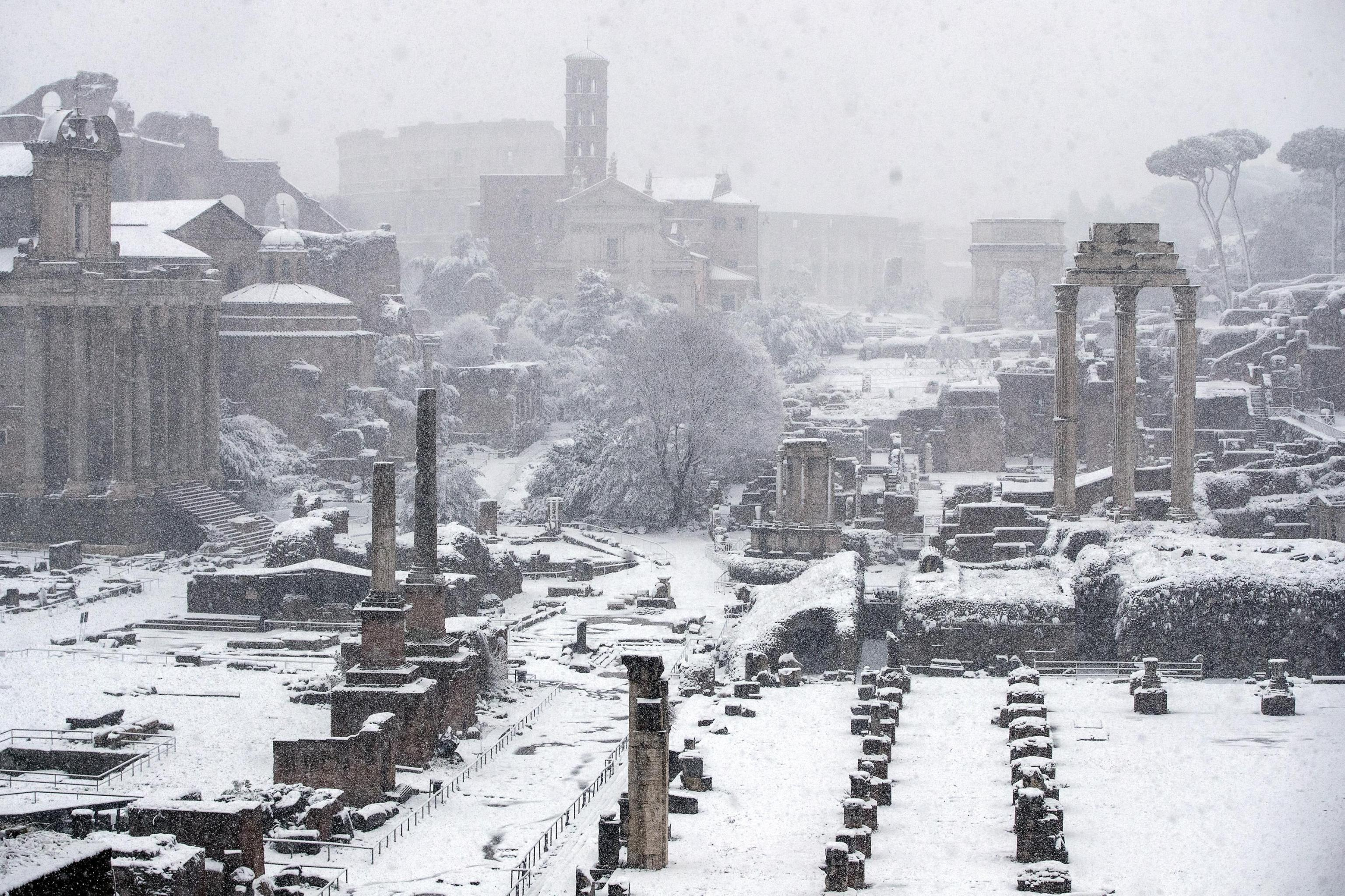 Roma si sveglia imbiancata dalla neve