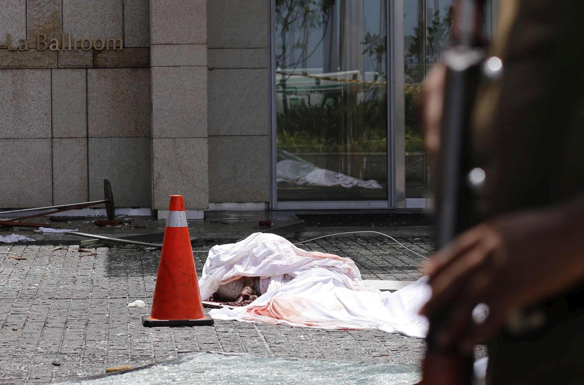 Sri Lanka, serie di esplosioni in chiese e hotel: decine di morti