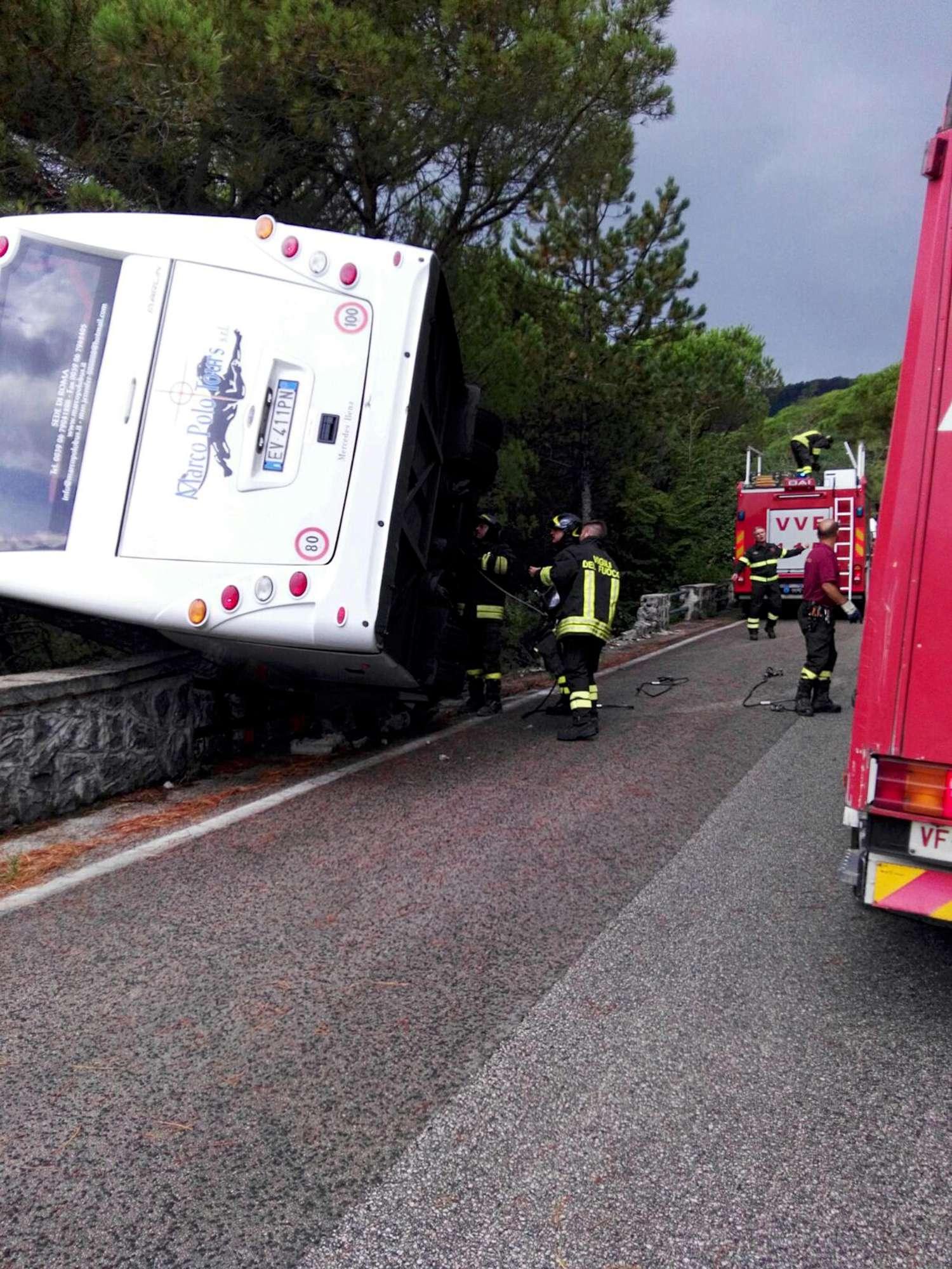 Sfiorata la tragedia: bus fuori strada sul Vesuvio a Ercolano