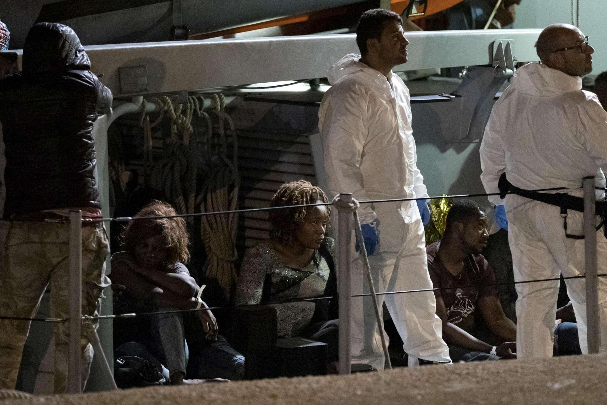 Migranti, a Pozzallo sbarcano in 47