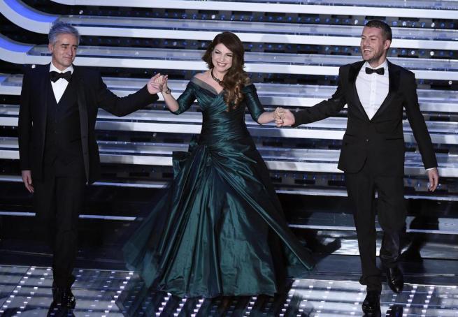 Festival di Sanremo, l Ariston canta in coro la canzone dei Puffi con Cristina D Avena