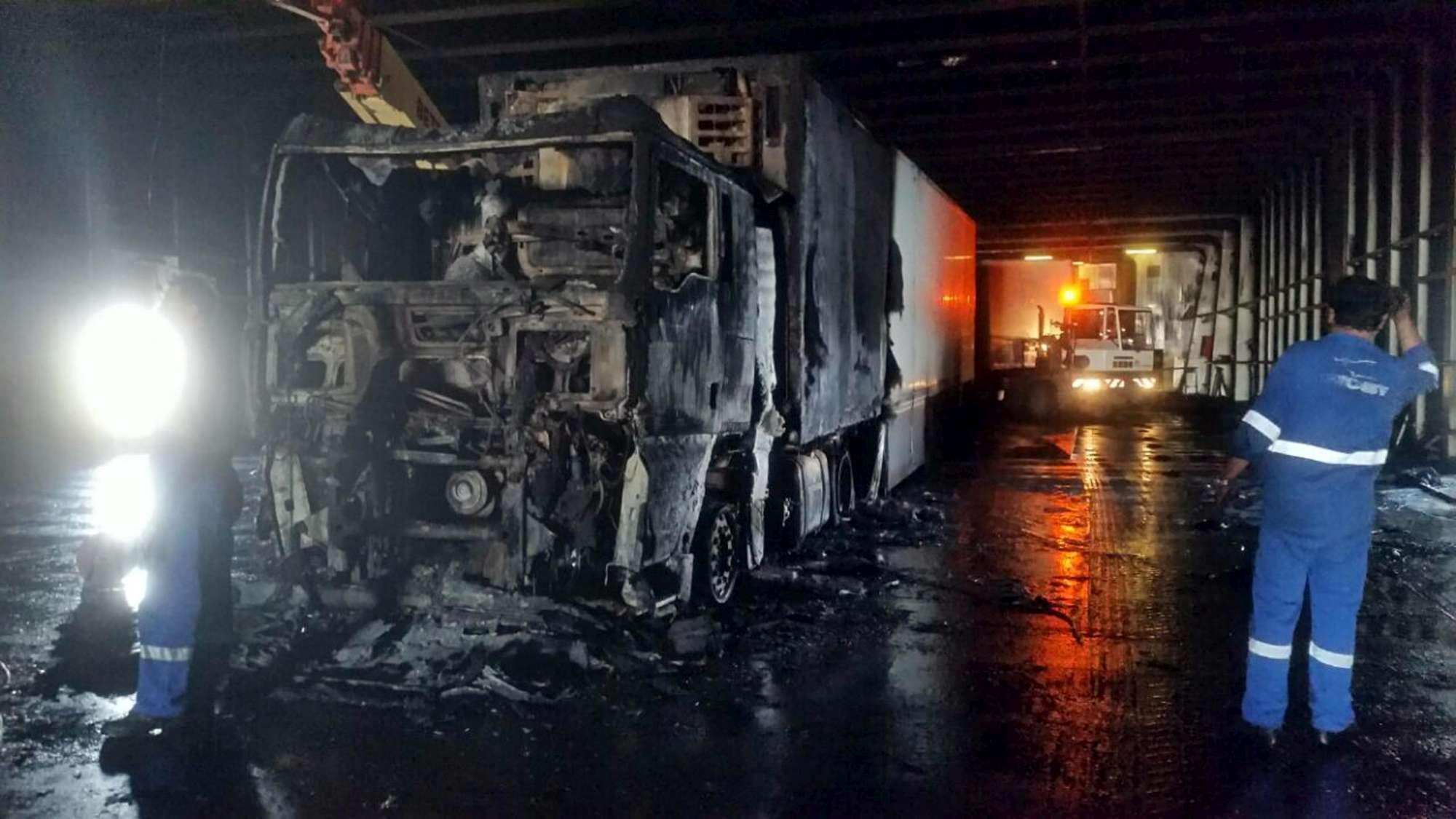 Olbia, paura su traghetto Moby: in fiamme camion frigo