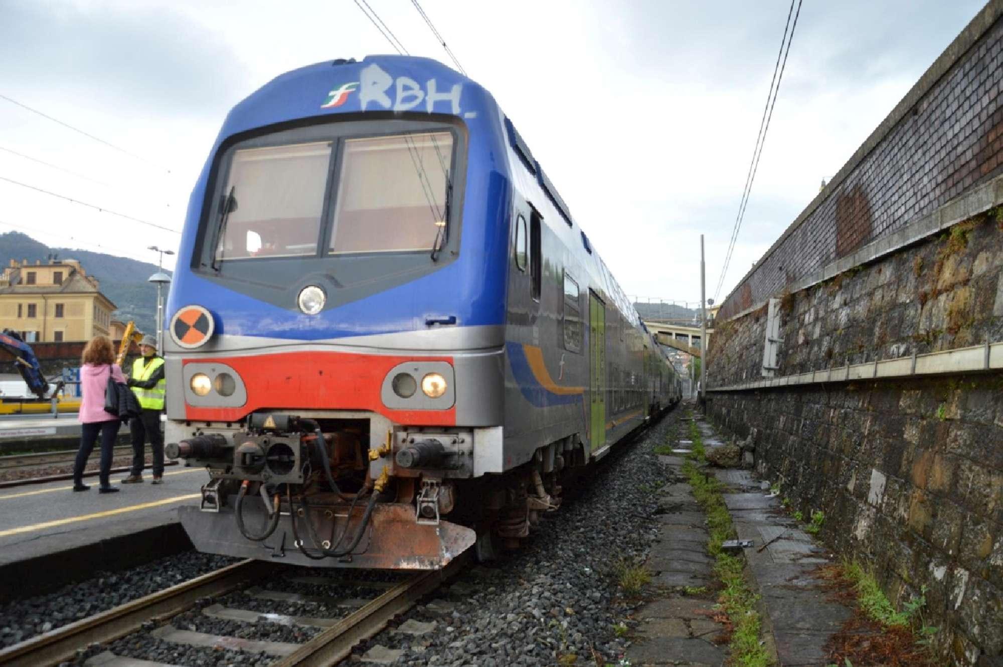 Treno regionale deraglia a Santa Margherita Ligure