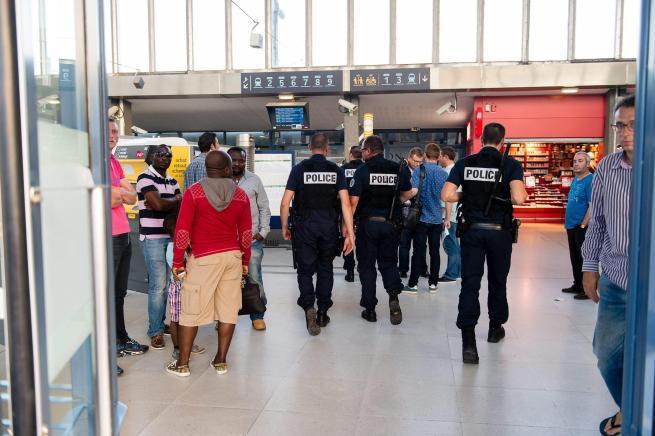 Francia, spari in treno: 3 feritiCazeneuve: