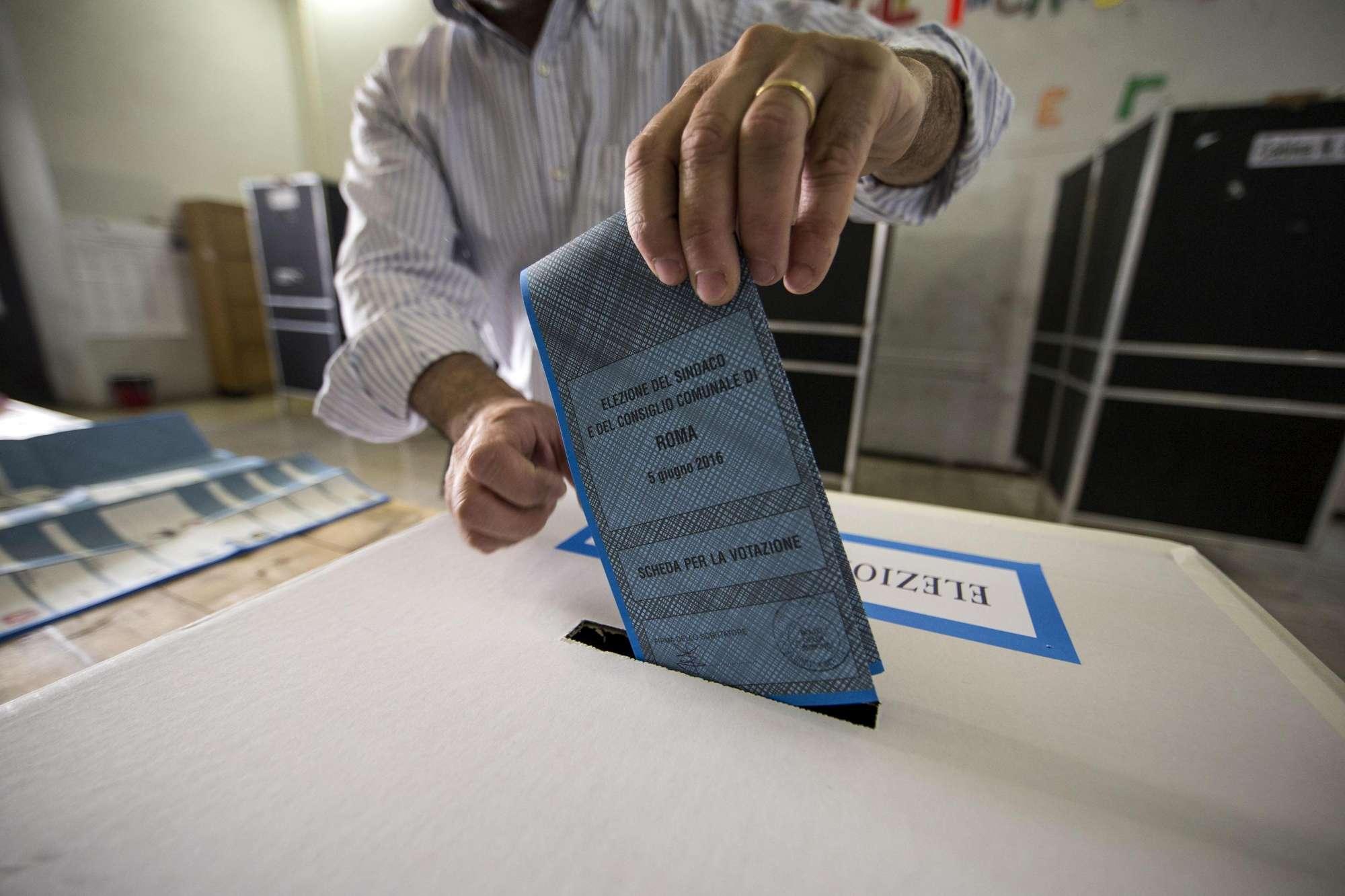 Da Milano a Napoli, l Italia al voto per le Comunali