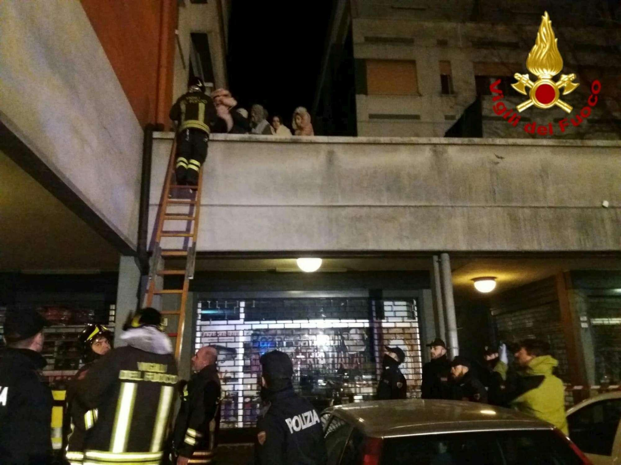Incendio in un palazzo a Reggio Emilia: ci sono vittime