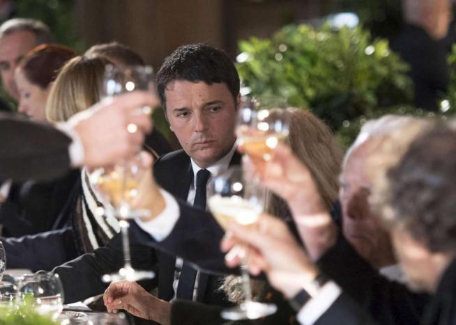 Milano, Renzi a pranzo con i big della moda per la fashion week:  L Italia è tornata