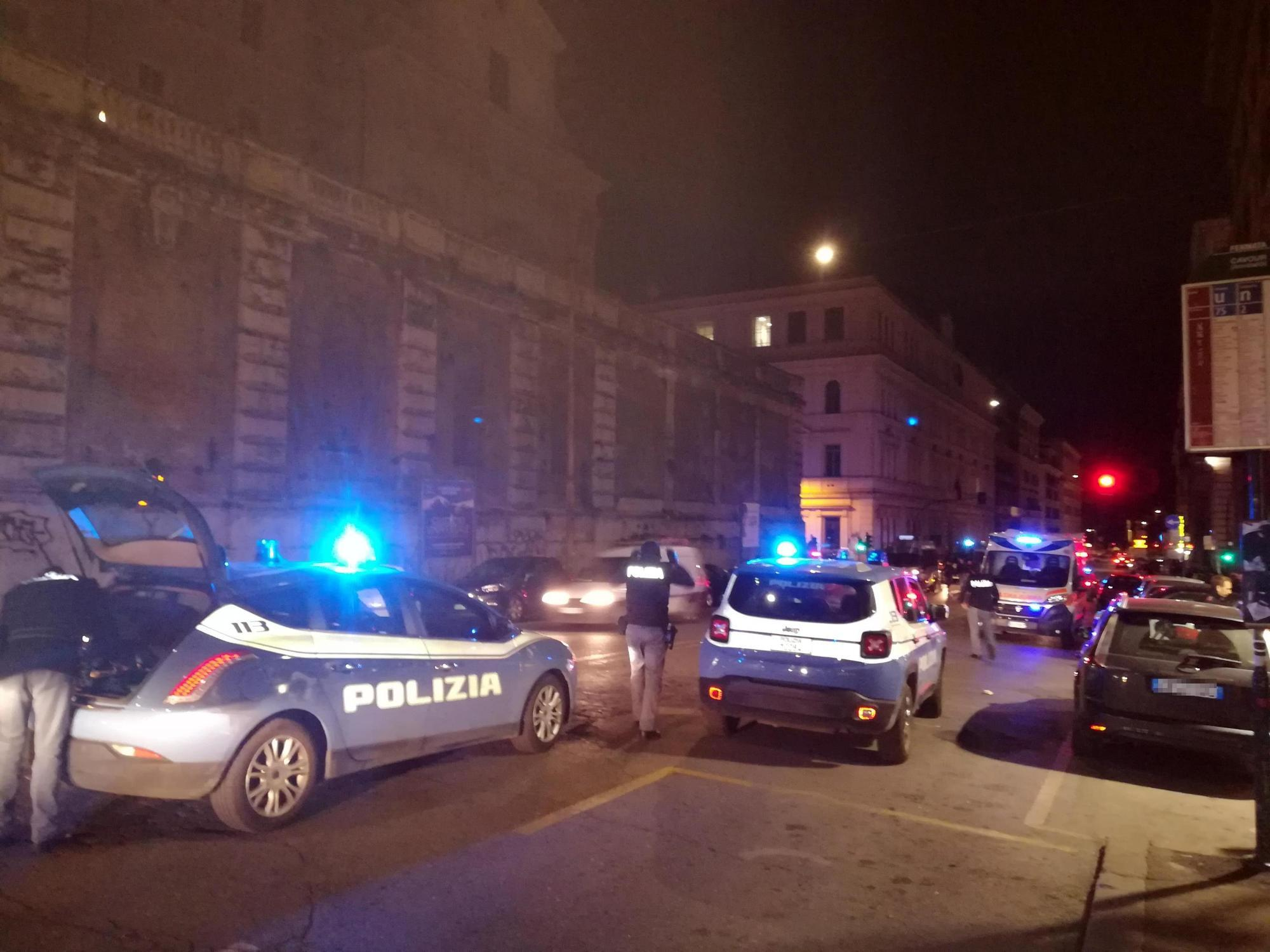 Maxi rissa a Roma prima di Lazio-Siviglia: tre accoltellati