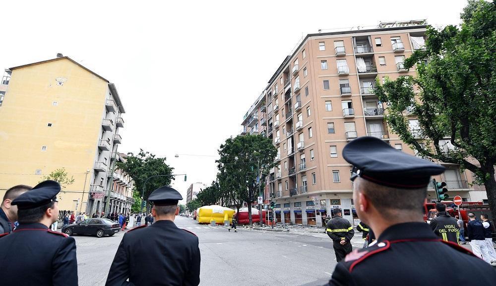 Torino, dopo 22 ore l uomo barricato in casa si arrende