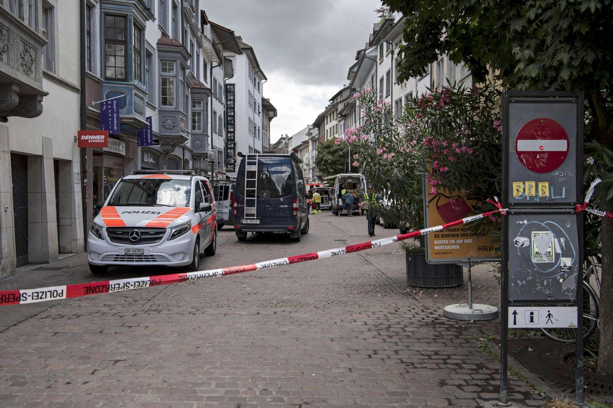 Uomo armato di motosega ferisce 5 persone in Svizzera
