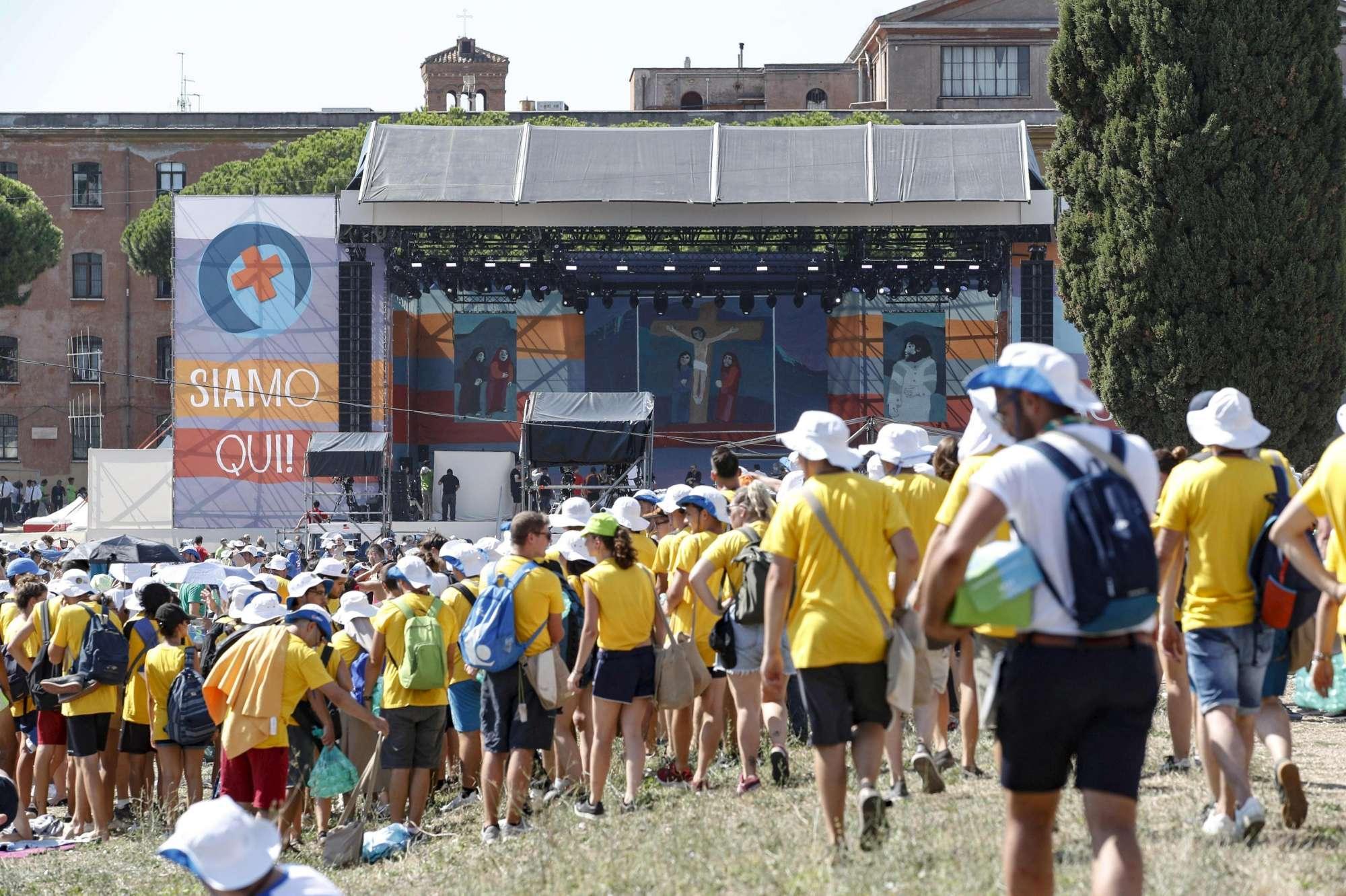 Migliaia di giovani al Circo Massimo per Papa Francesco