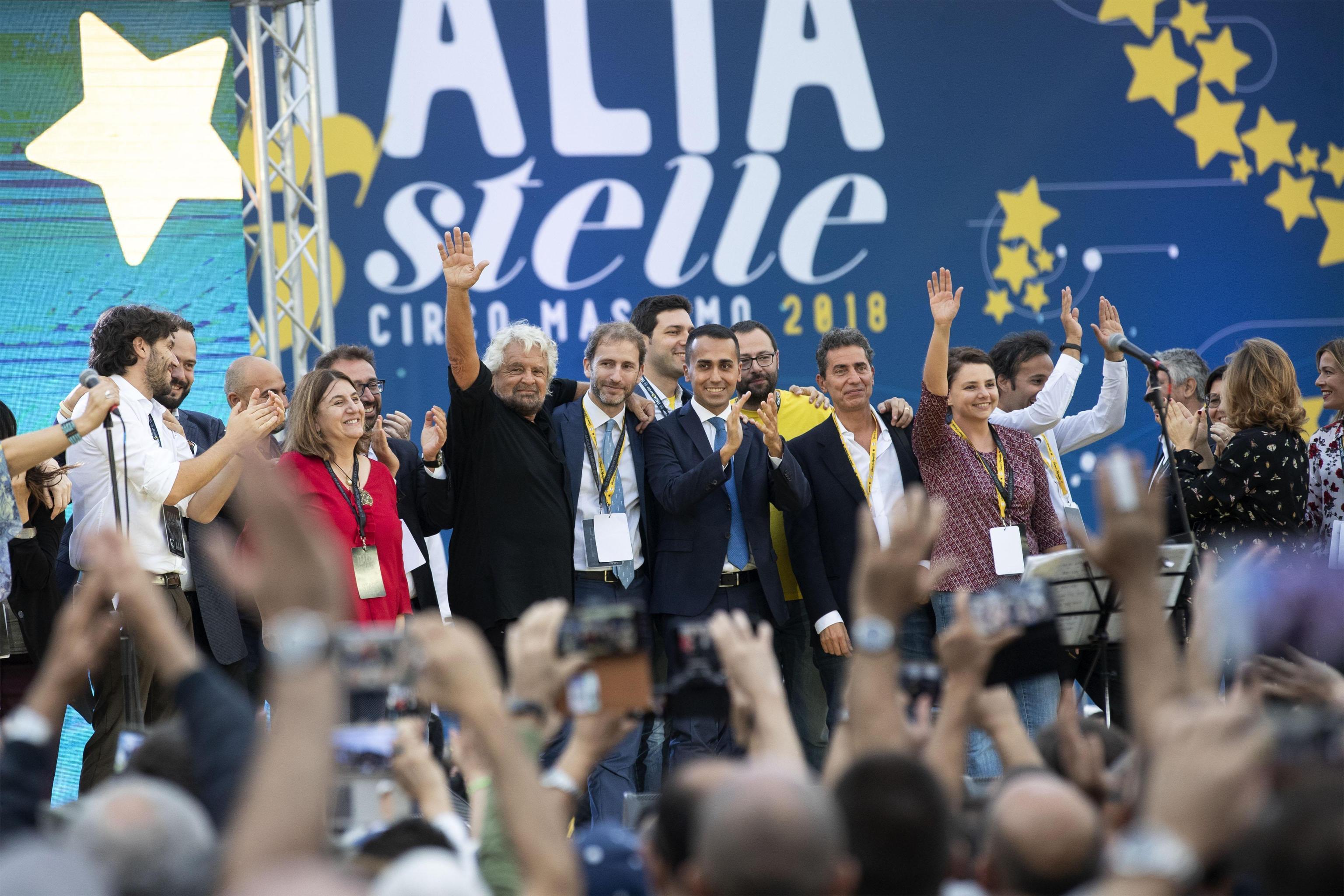 Italia 5 Stelle: sul palco Conte, Casaleggio e Grillo