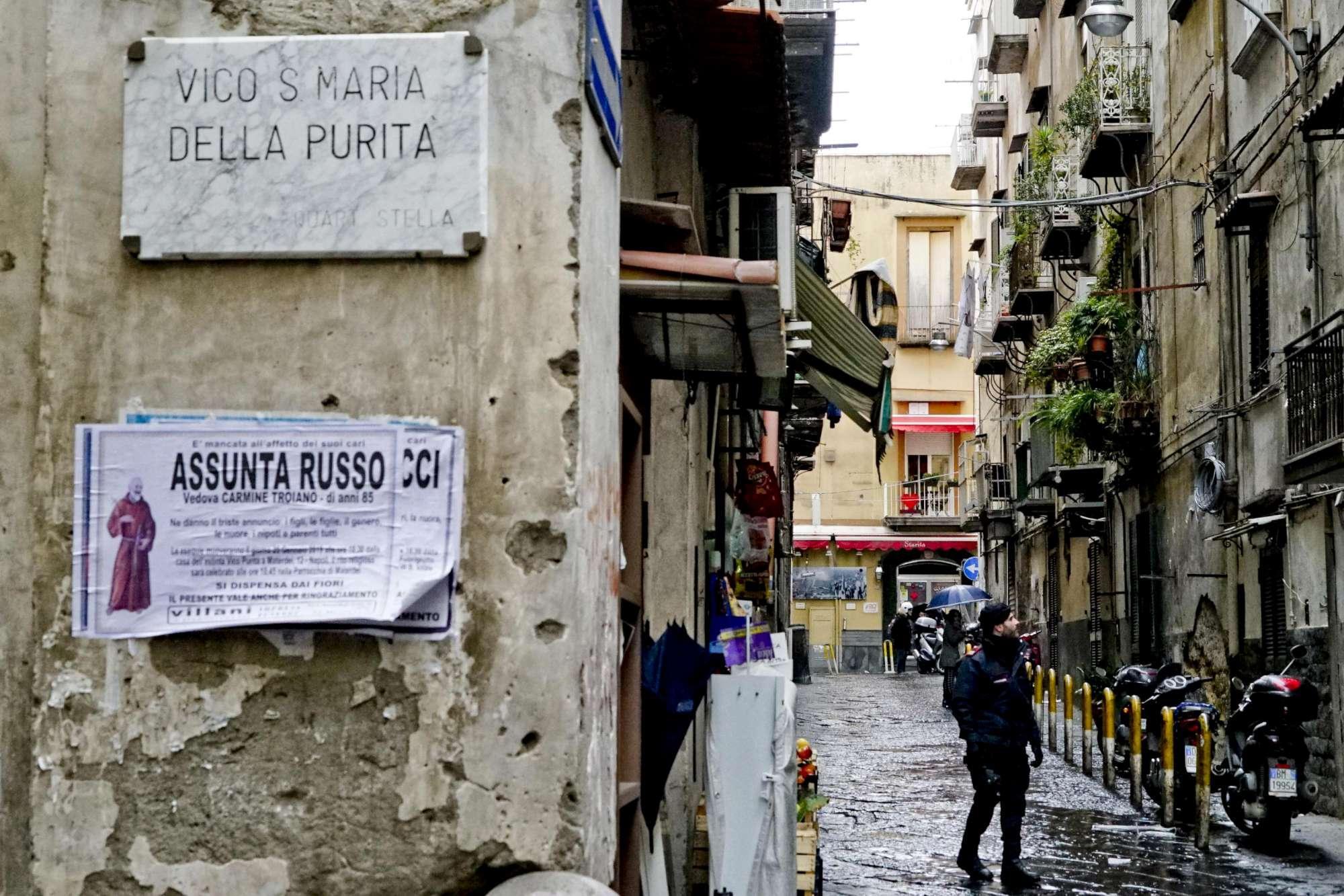 Napoli, 18enne ferita da un proiettile vagante