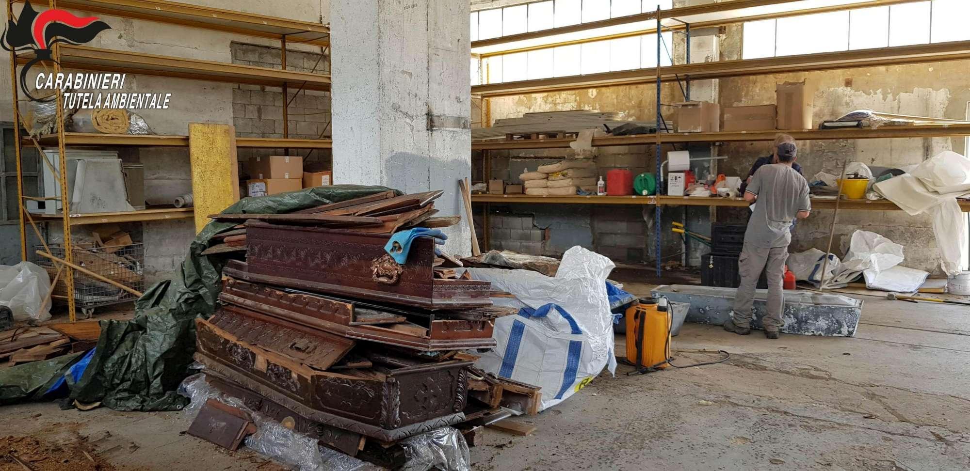 Finte cremazioni, bare e resti umani trovati in un capannone in Trentino
