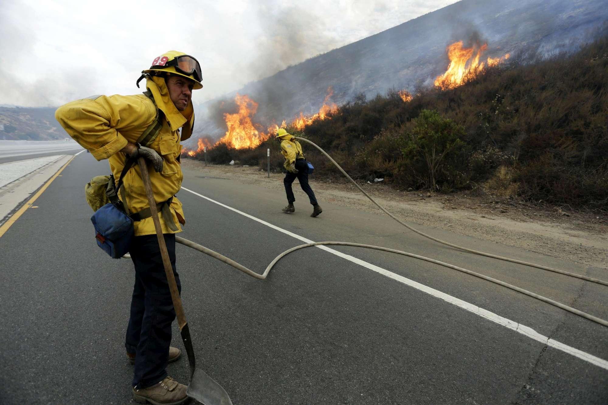 Los Angeles, in fiamme duemila ettari di terreno
