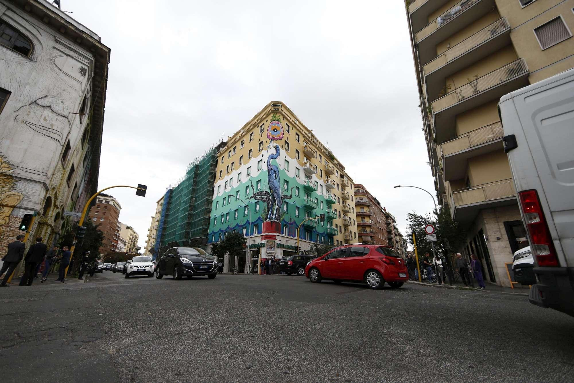 Hunting pollution: il murales green che purifica l'aria di Roma