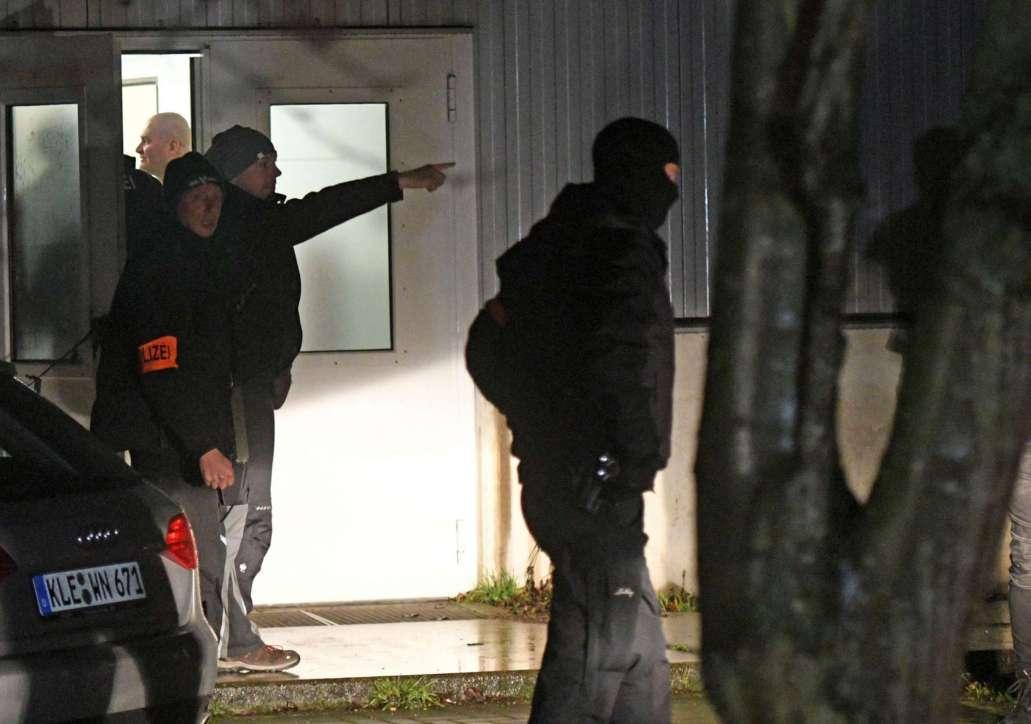 Berlino, blitz della polizia per cercare il terrorista in fuga