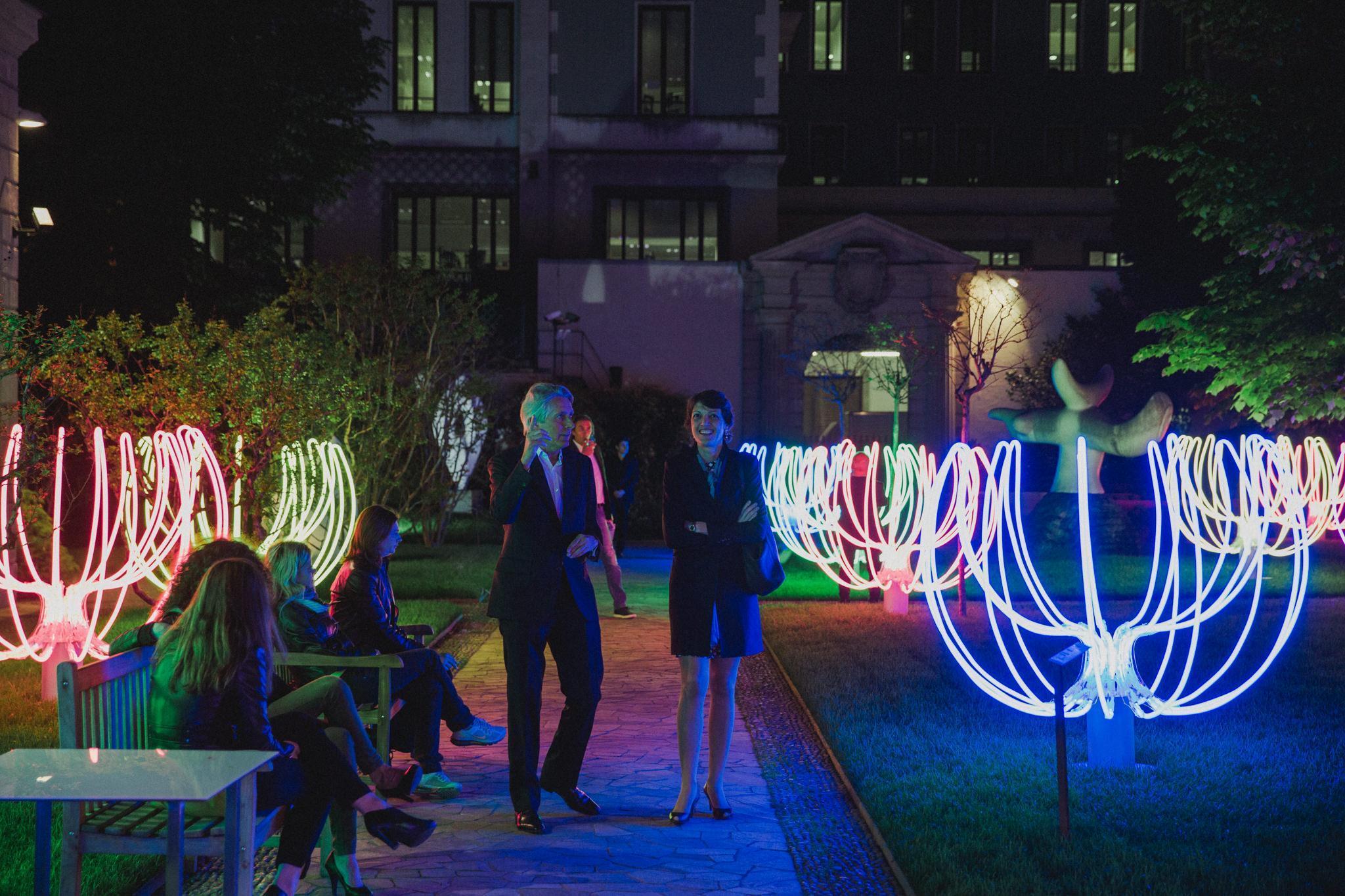 FuoriSalone, Milano illuminata dalle  Poesie di neon