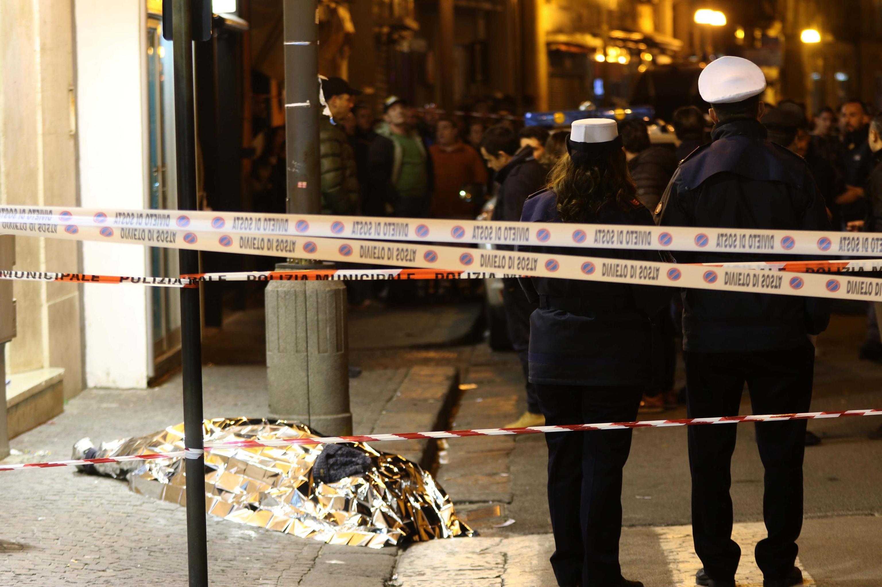 Rapina nel Napoletano, gioielliere spara e uccide bandito
