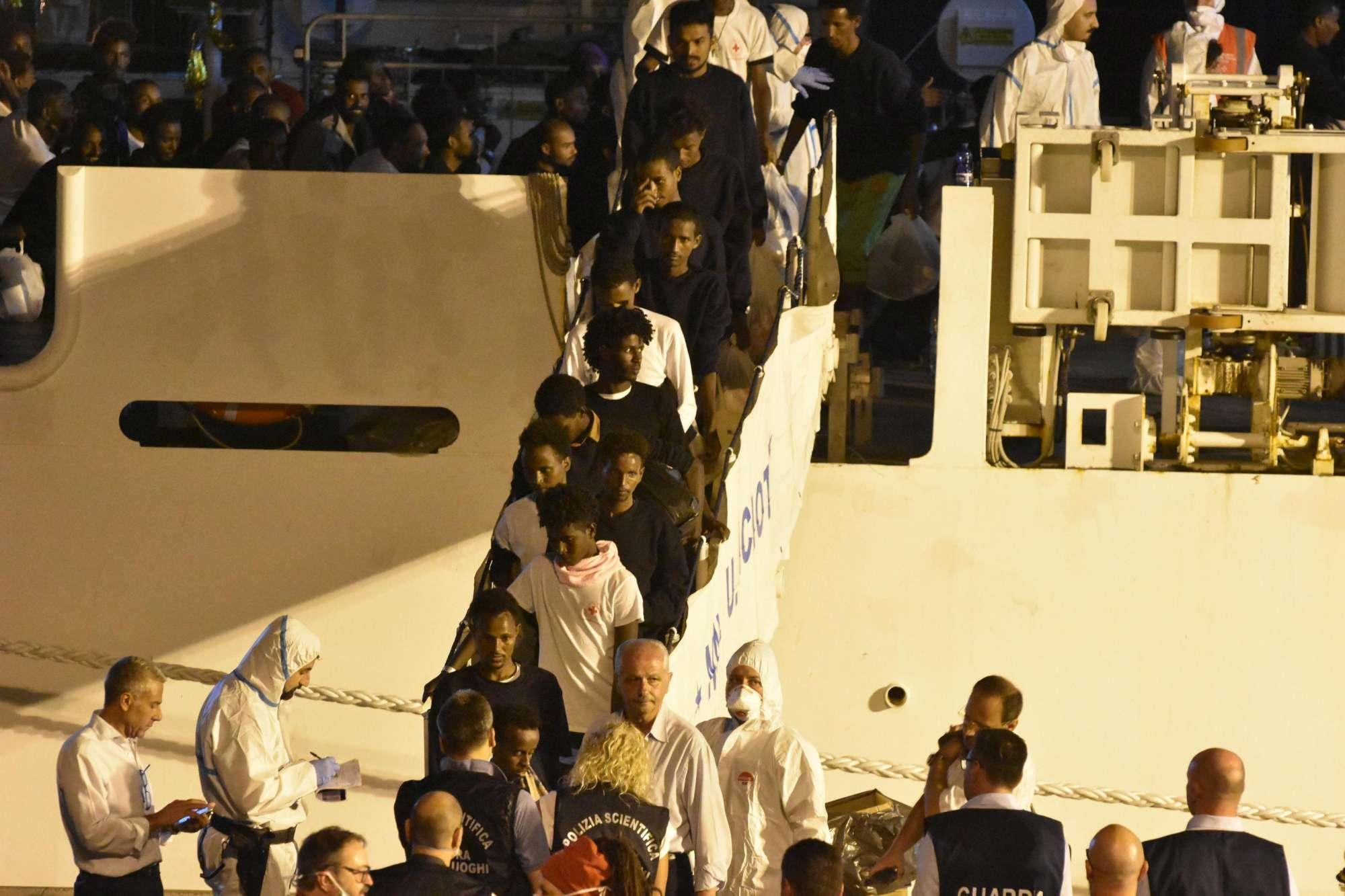 Nave Diciotti, lo sbarco dei migranti a Catania
