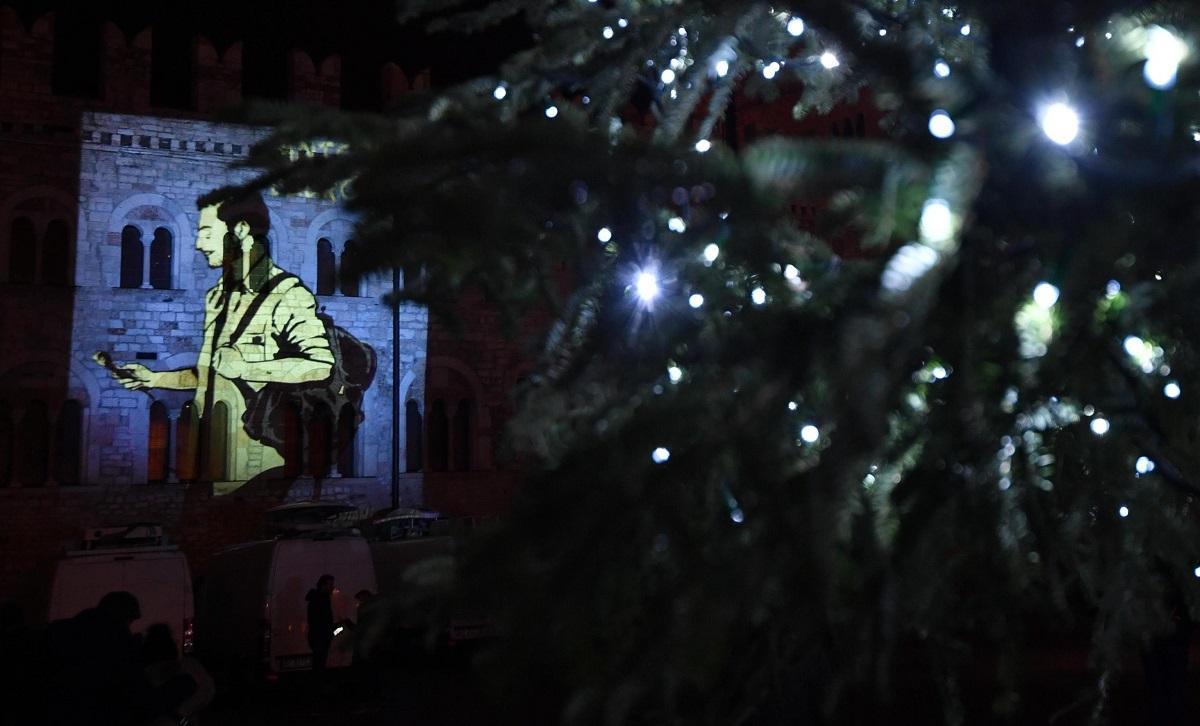 Strage Strasburgo, l omaggio  luminoso  di Trento ad Antonio Megalizzi