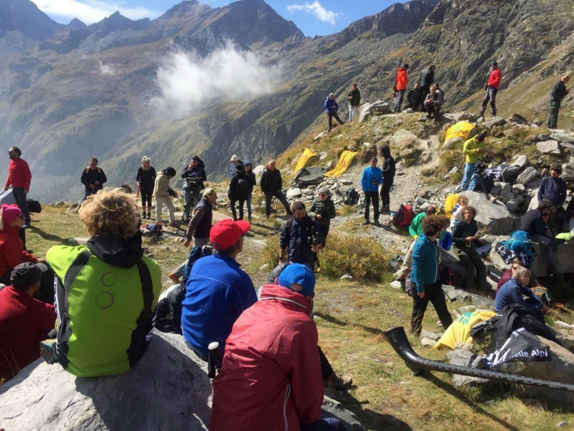 Clima, veglia funebre per il ghiacciaio del Lys