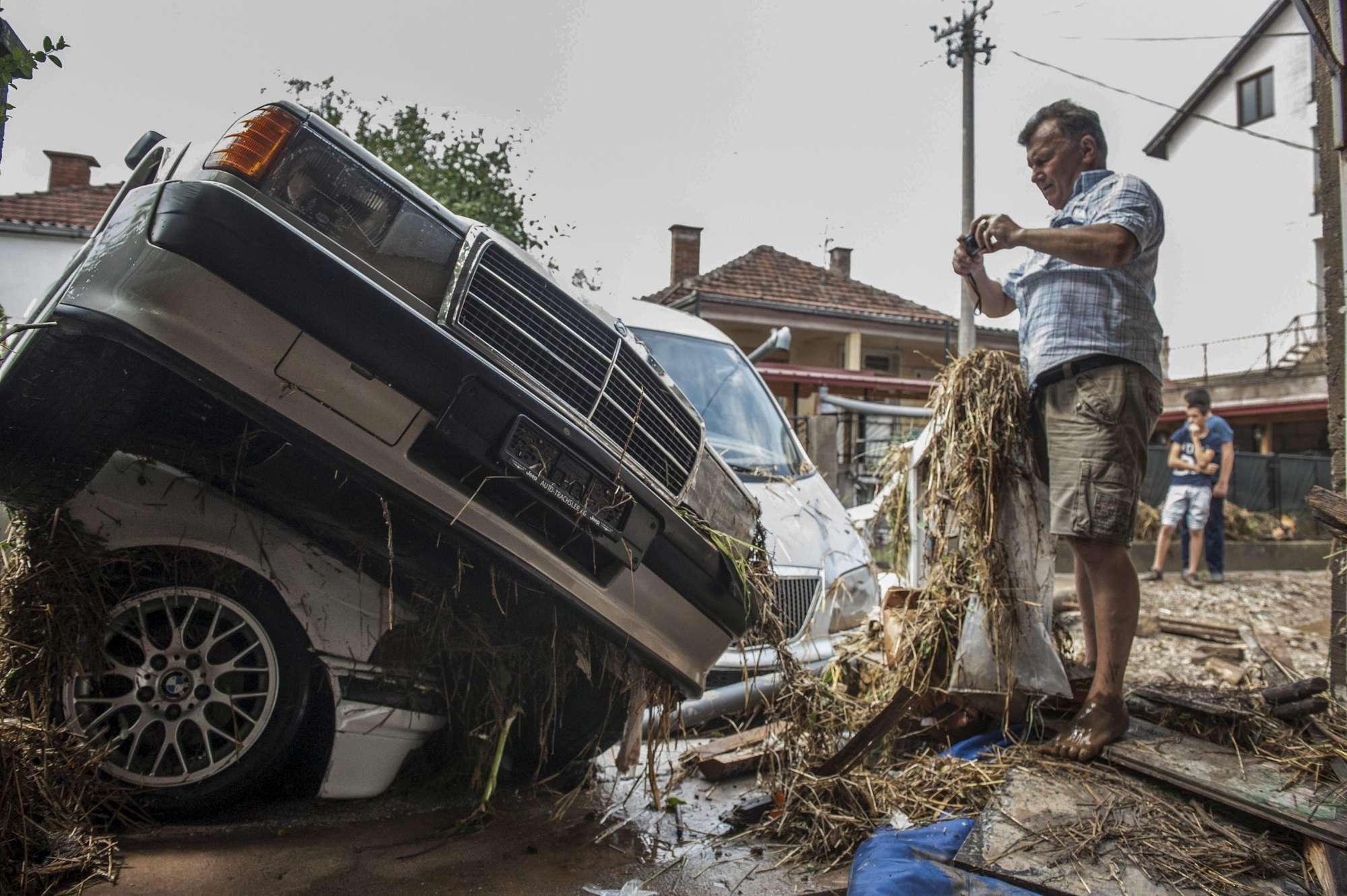 Violente inondazioni in Macedonia, il Paese in ginocchio: morti e feriti