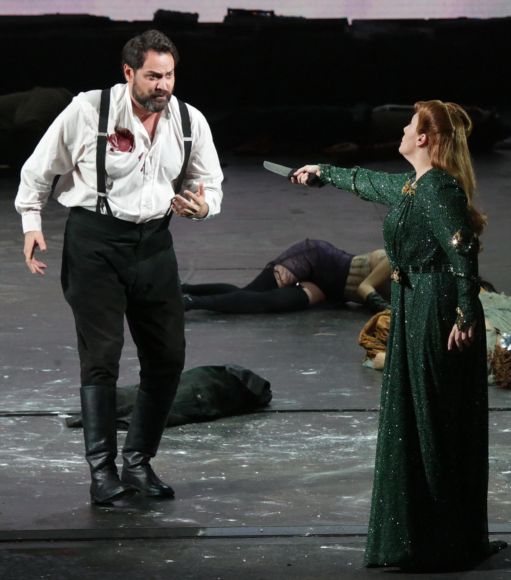 Milano si prepara alla prima della Scala: guarda le immagini di scena di  Attila