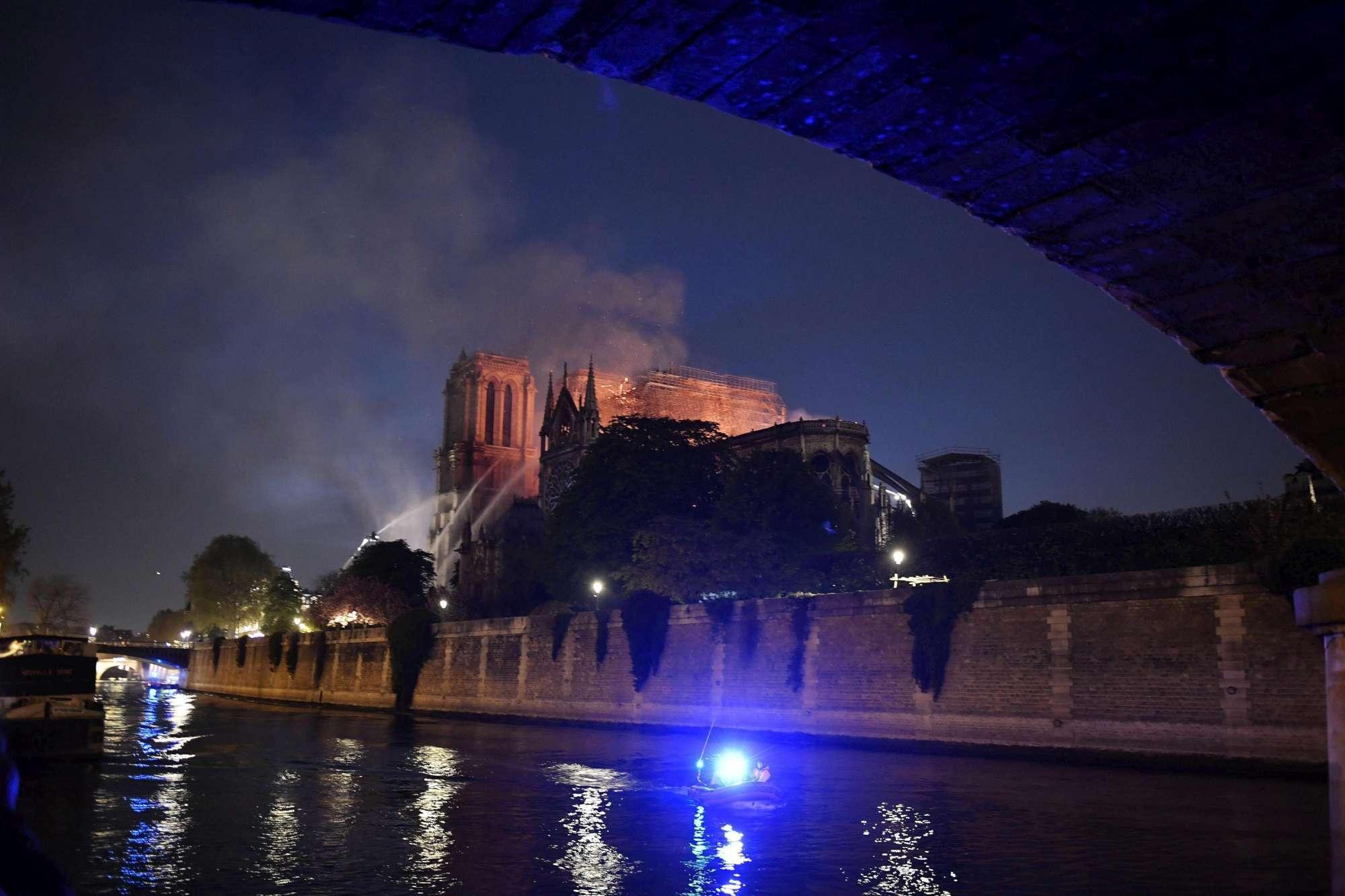 Notre-Dame, un anno fa l'incendio che devastò la chiesa simbolo di Parigi
