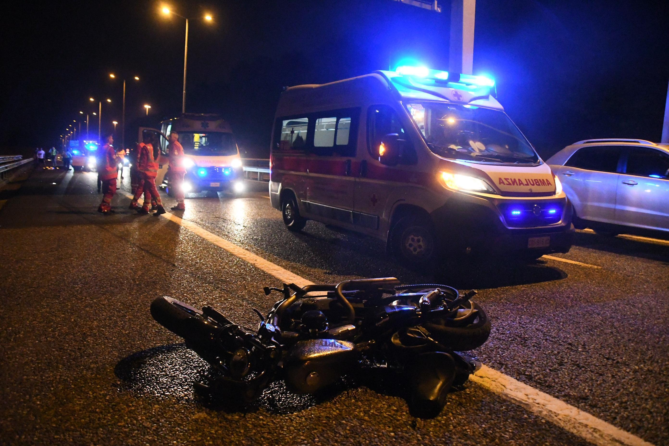 Scontro Suv-moto a Milano: le foto dell incidente mortale